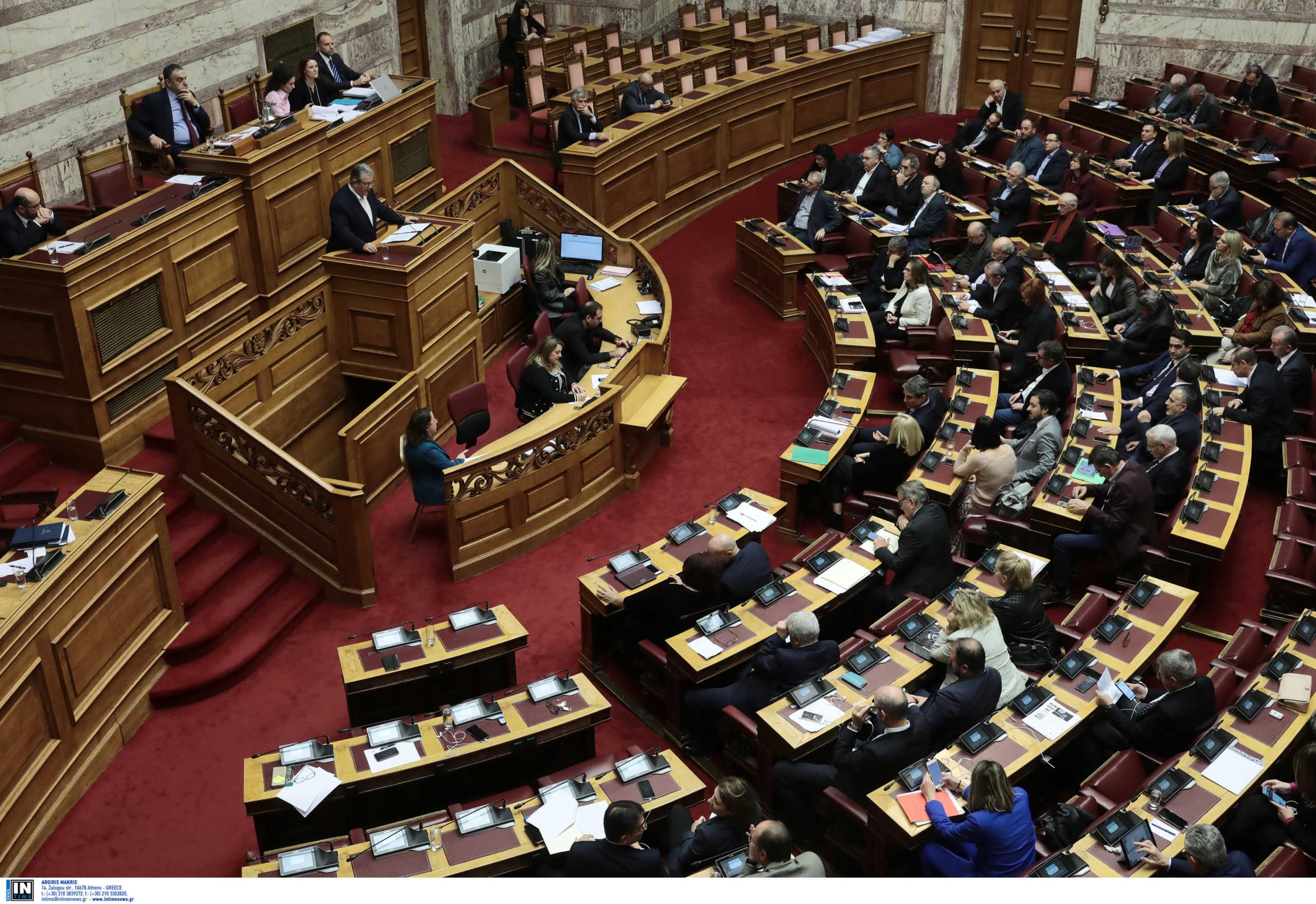 """Ένταση στη συζήτηση του νομοσχεδίου Χρυσοχοΐδη – """"Ποινικοποίηση διαδηλώσεων"""" και """"Marfin"""""""