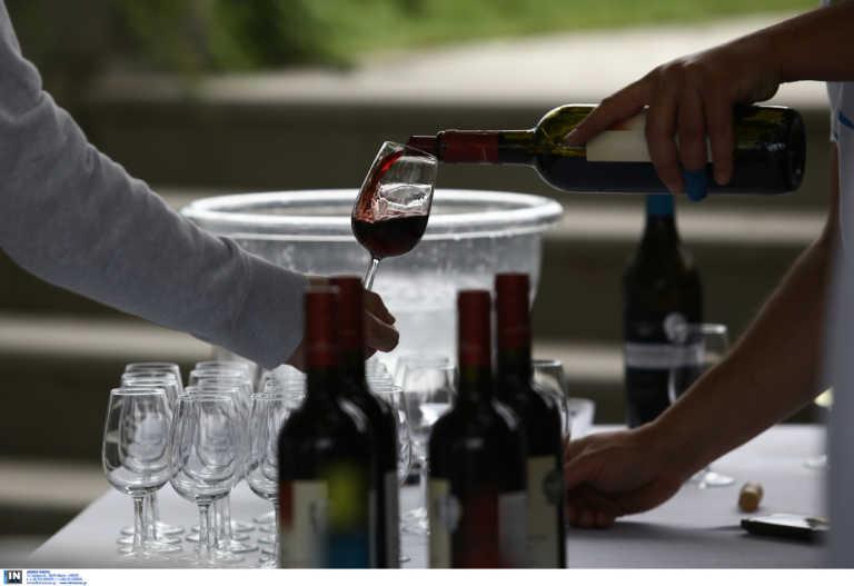 4 βασικά λάθη που κάνουμε όταν πίνουμε ένα μπουκάλι κρασί