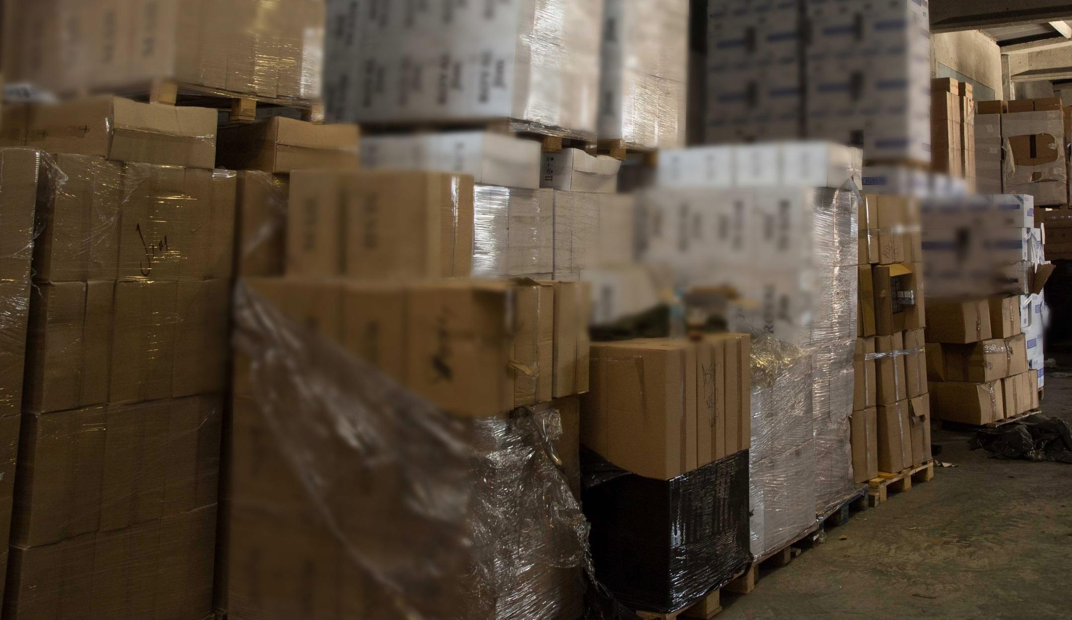 Πάτρα: Έκρυβαν χιλιάδες πακέτα λαθραία τσιγάρα – Τέσσερις συλλήψεις