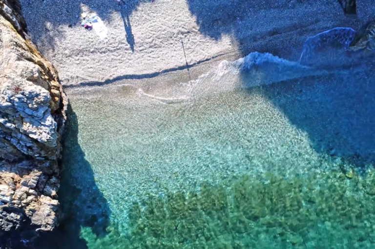 Αυτές είναι οι κρυφές παραλίες της Αττικής