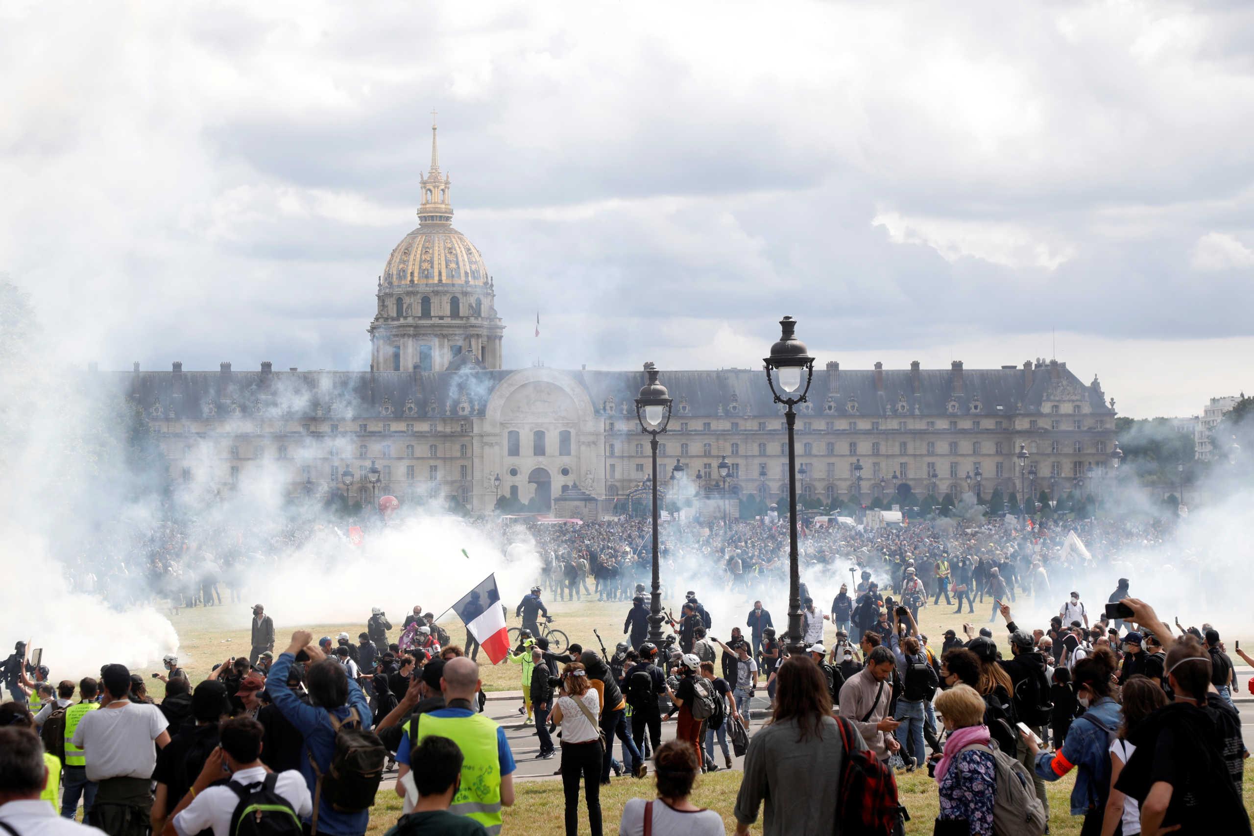 Χάος στο Παρίσι: Επεισόδια και δακρυγόνα σε διαδήλωση νοσηλευτών