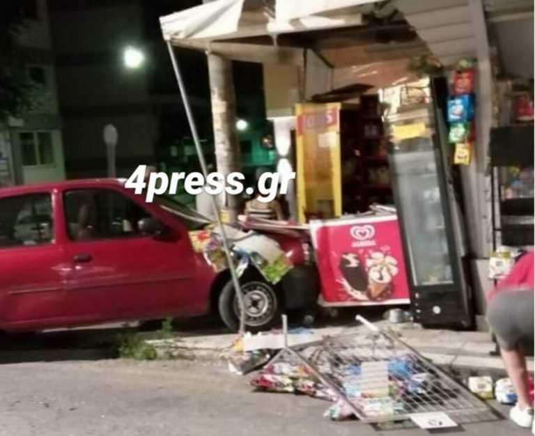 Πάτρα: Έχασε τον έλεγχο και το αυτοκίνητο που οδηγούσε έπεσε πάνω σε περίπτερο (Φωτό)