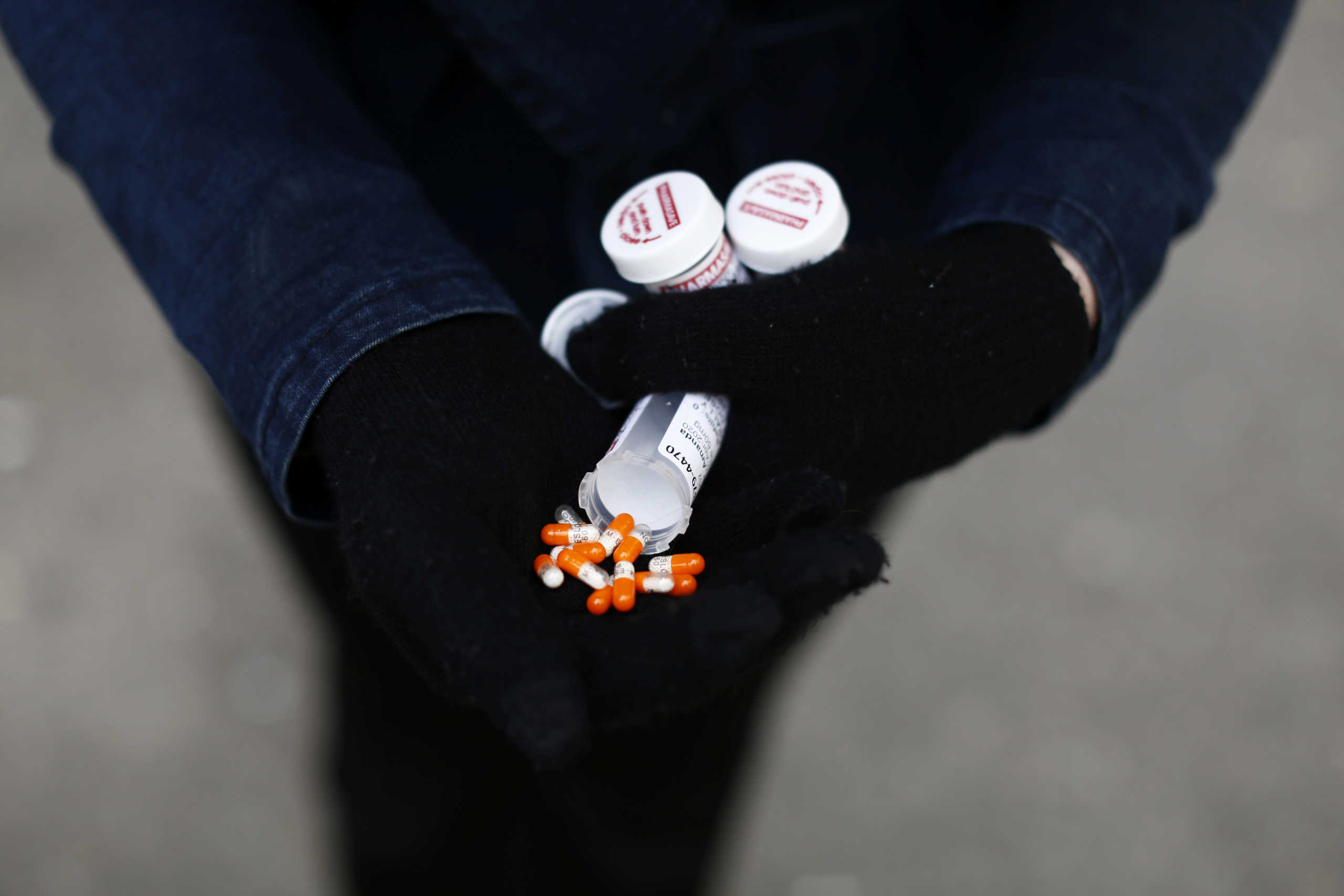 ΗΠΑ: Στο εδώλιο τέσσερις φαρμακοβιομηχανίες για την «επιδημία» οπιοειδών