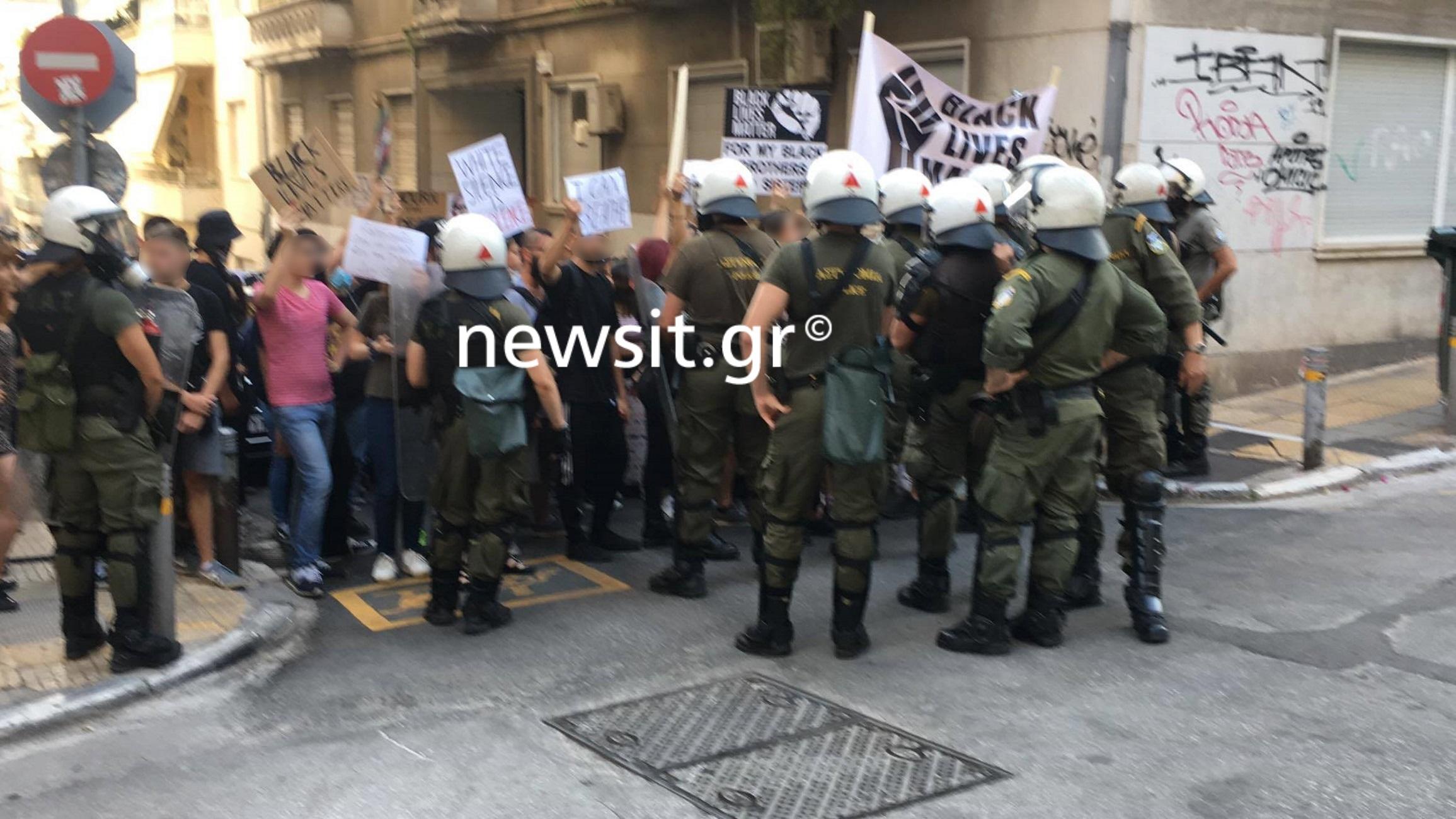 Ένταση στην Ακαδημίας σε διαμαρτυρία για τον Φλόιντ – Μία προσαγωγή