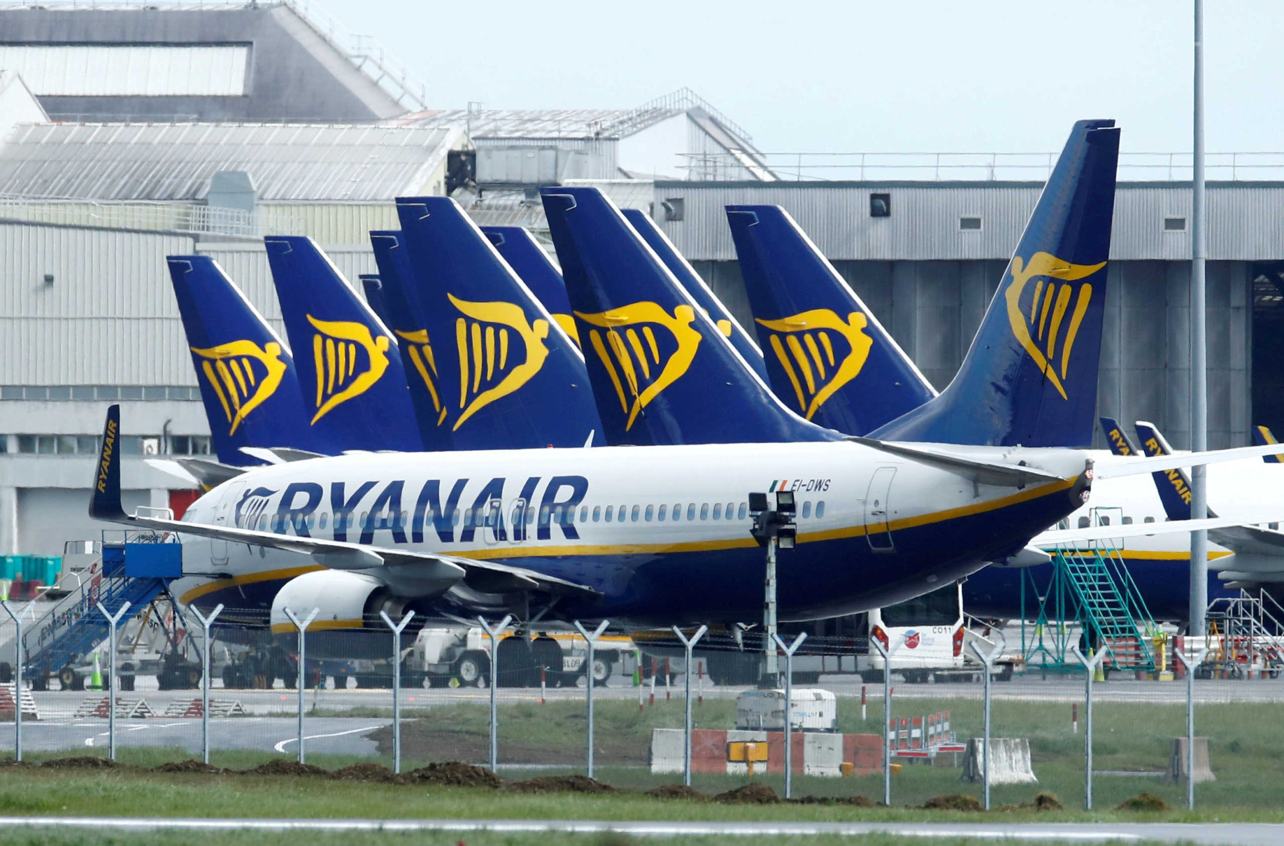 Ryanair: Μειώνει κατά 20% επιπλέον το προσωπικό της