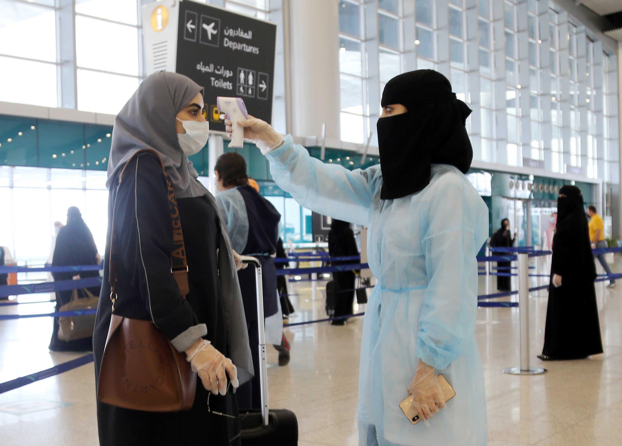 Σαουδική Αραβία: Αναστέλλει τις πτήσεις με τρεις χώρες, μεταξύ αυτών τα ΗΑΕ