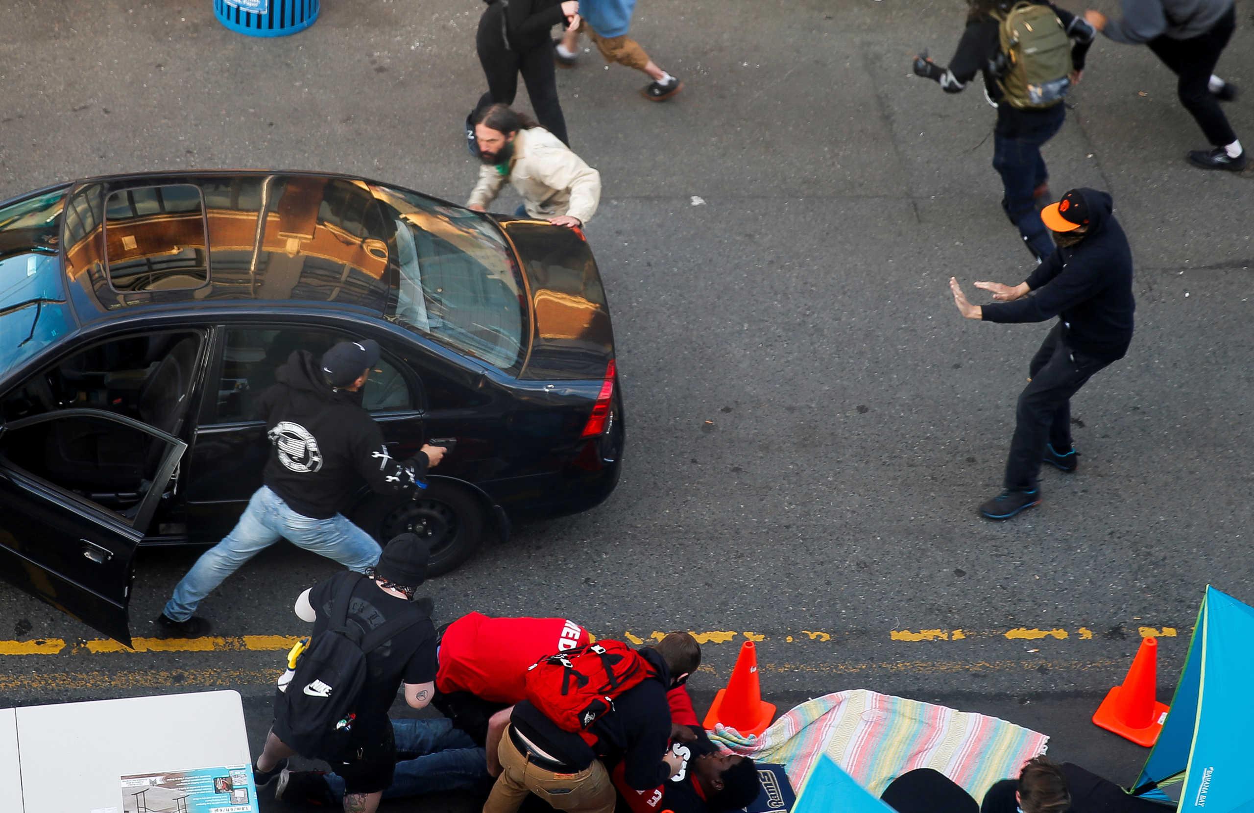 Τρόμος στο Σιάτλ: Οδηγός έπεσε με το αυτοκίνητο πάνω στο πλήθος κι έβγαλε πιστόλι
