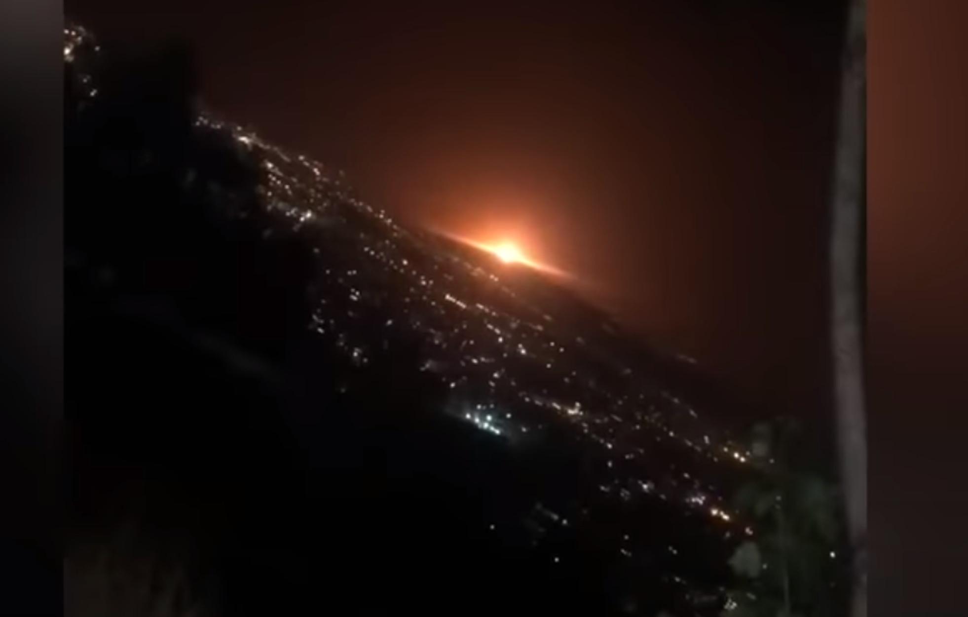 """Τεχεράνη: Από δεξαμενή αερίου η έκρηξη που """"φώτισε"""" την πόλη (video)"""