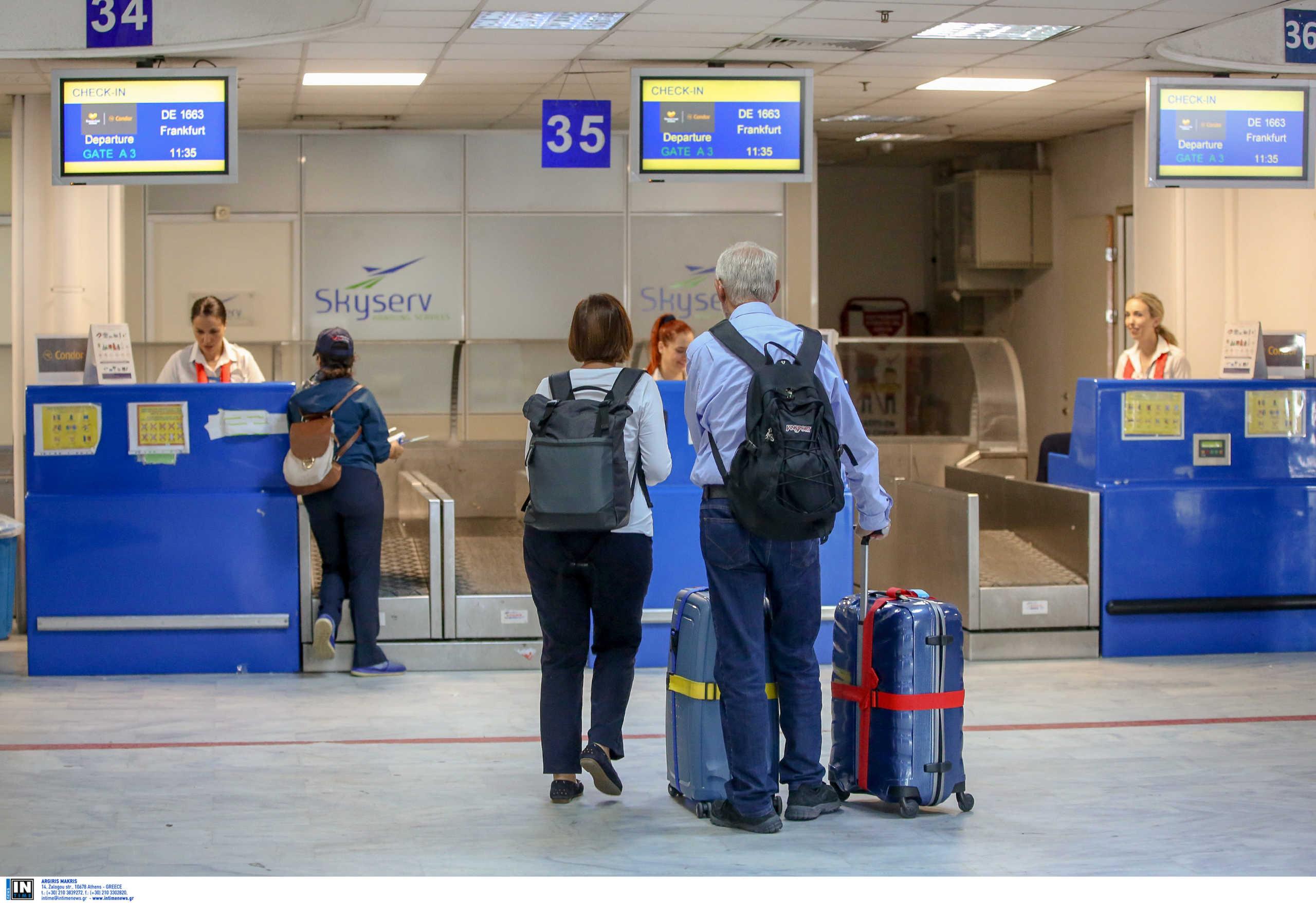 Πόσο επλήγη ο ελληνικός τουρισμός από την πανδημία το 2020 – Tι δείχνει η έκθεση ΕΥ