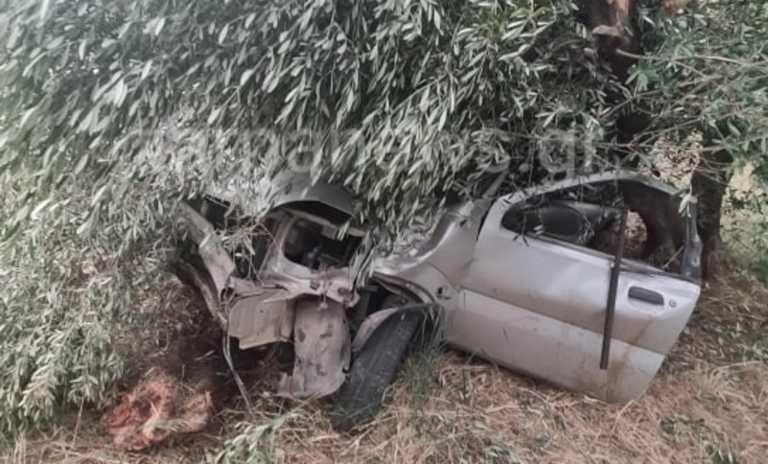 Τρομακτικό τροχαίο στα Χανιά: Αυτοκίνητο έπεσε σε ελιές και διαλύθηκε (pics)