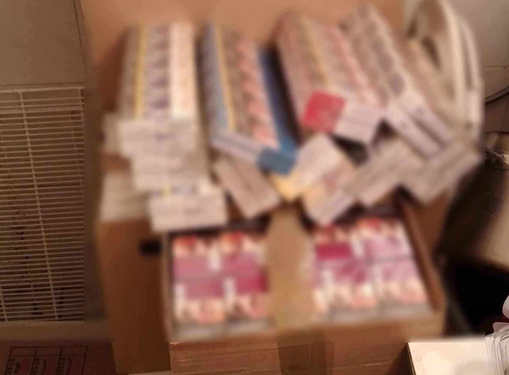 Καματερό: Ιδιοκτήτης μίνι μάρκετ πουλούσε λαθραία τσιγάρα (pics)