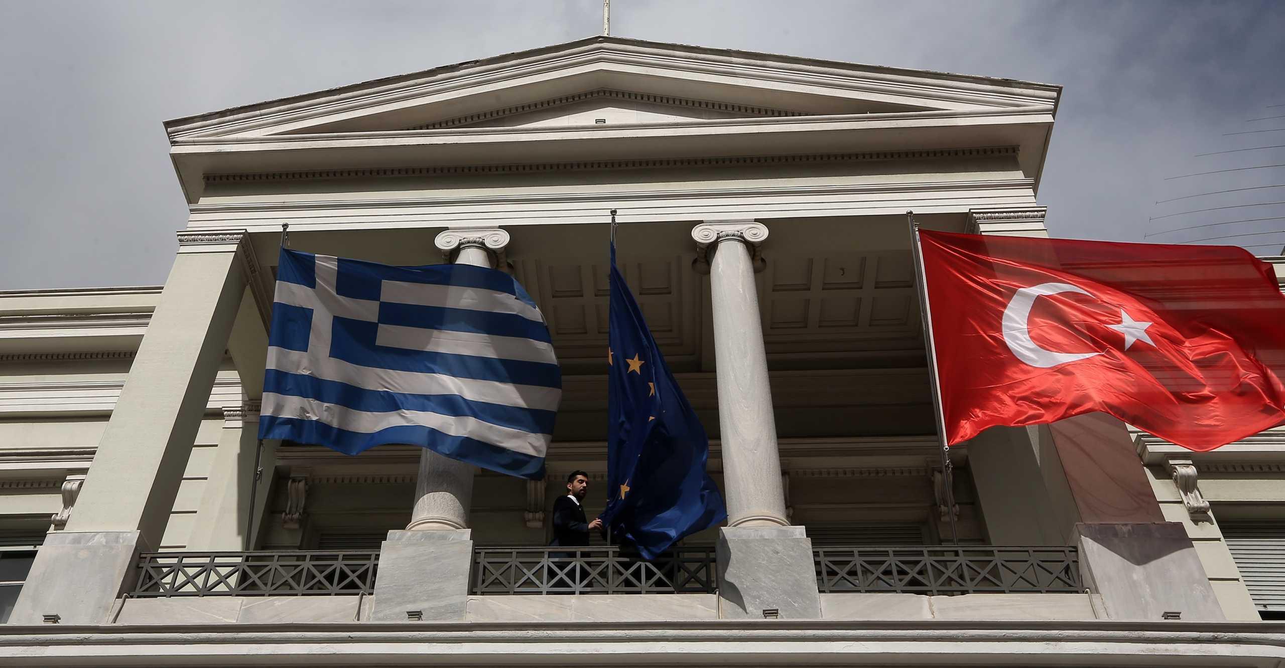 Επιμένει απειλητικά η Τουρκία για την ελληνογαλλική συμφωνία: «Προβοκάτσια» ο «Παρμενίωνας»!