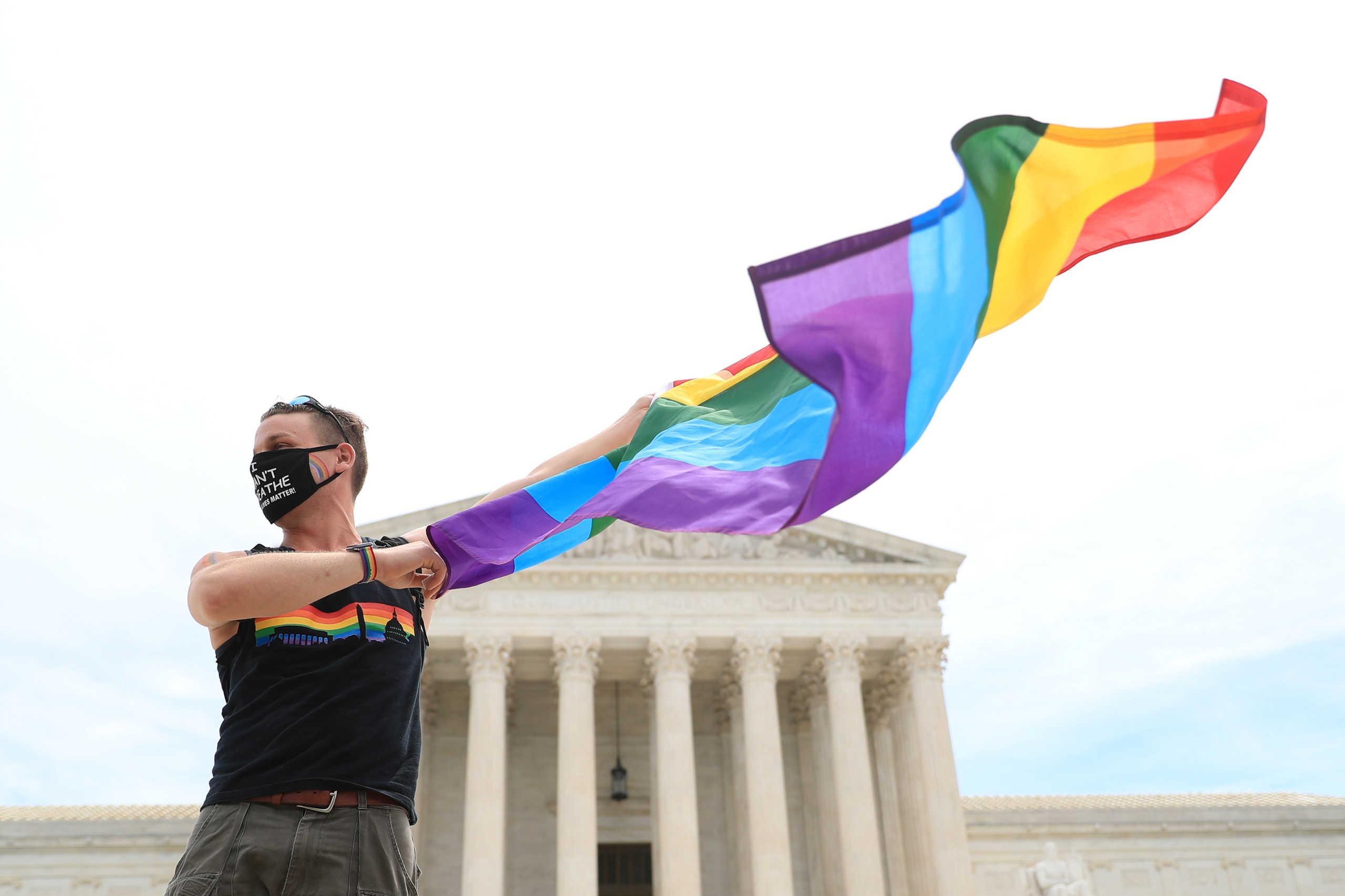 ΗΠΑ: Παράνομη η απόλυση εργαζομένου λόγω ομοφυλοφιλίας με απόφαση δικαστηρίου