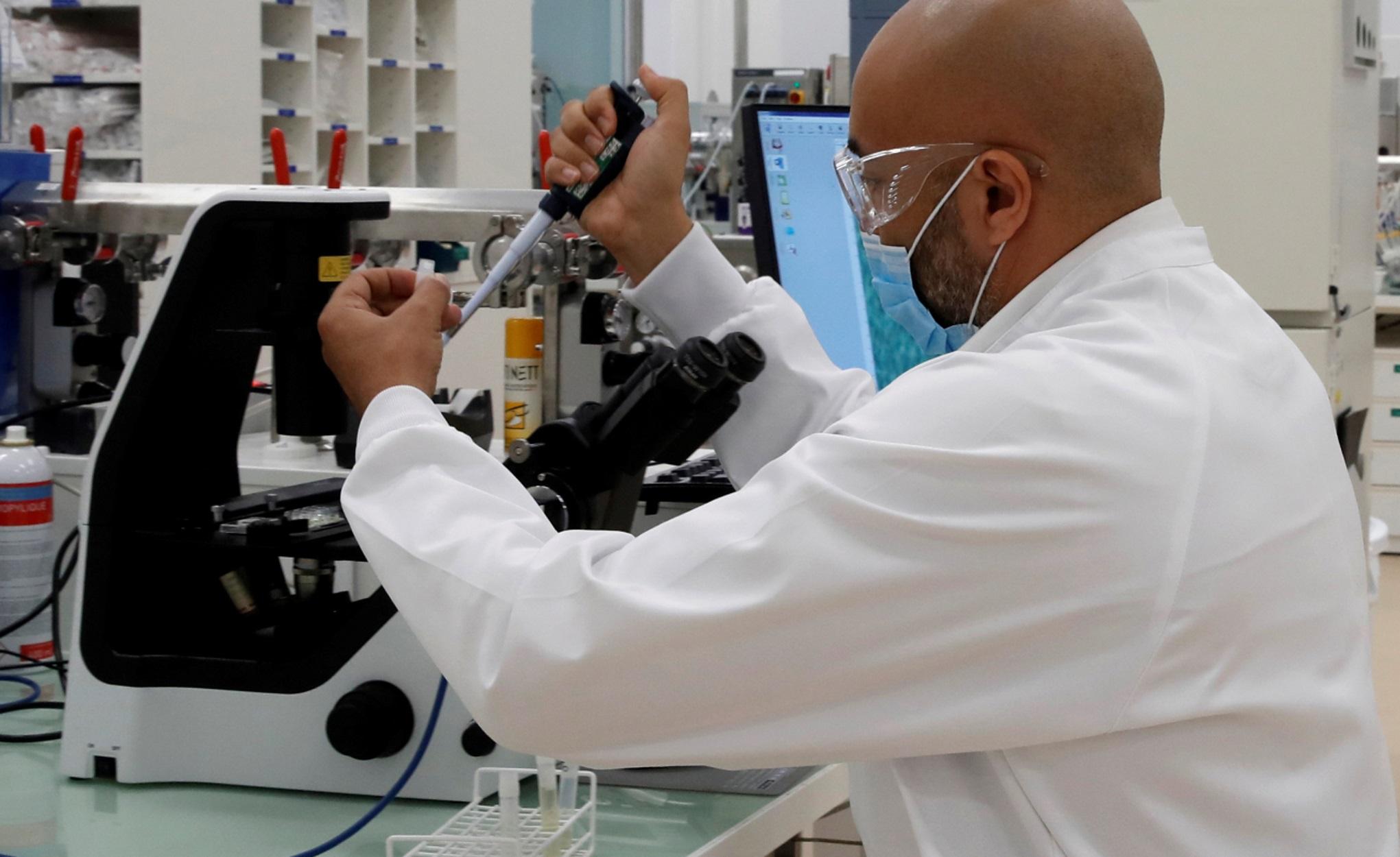 Εμβόλιο κορονοϊού: Οργή της Διεθνούς Ομοσπονδίας Φαρμακοβιομηχανιών κατά Μπάιντεν για την άρση των πατεντών