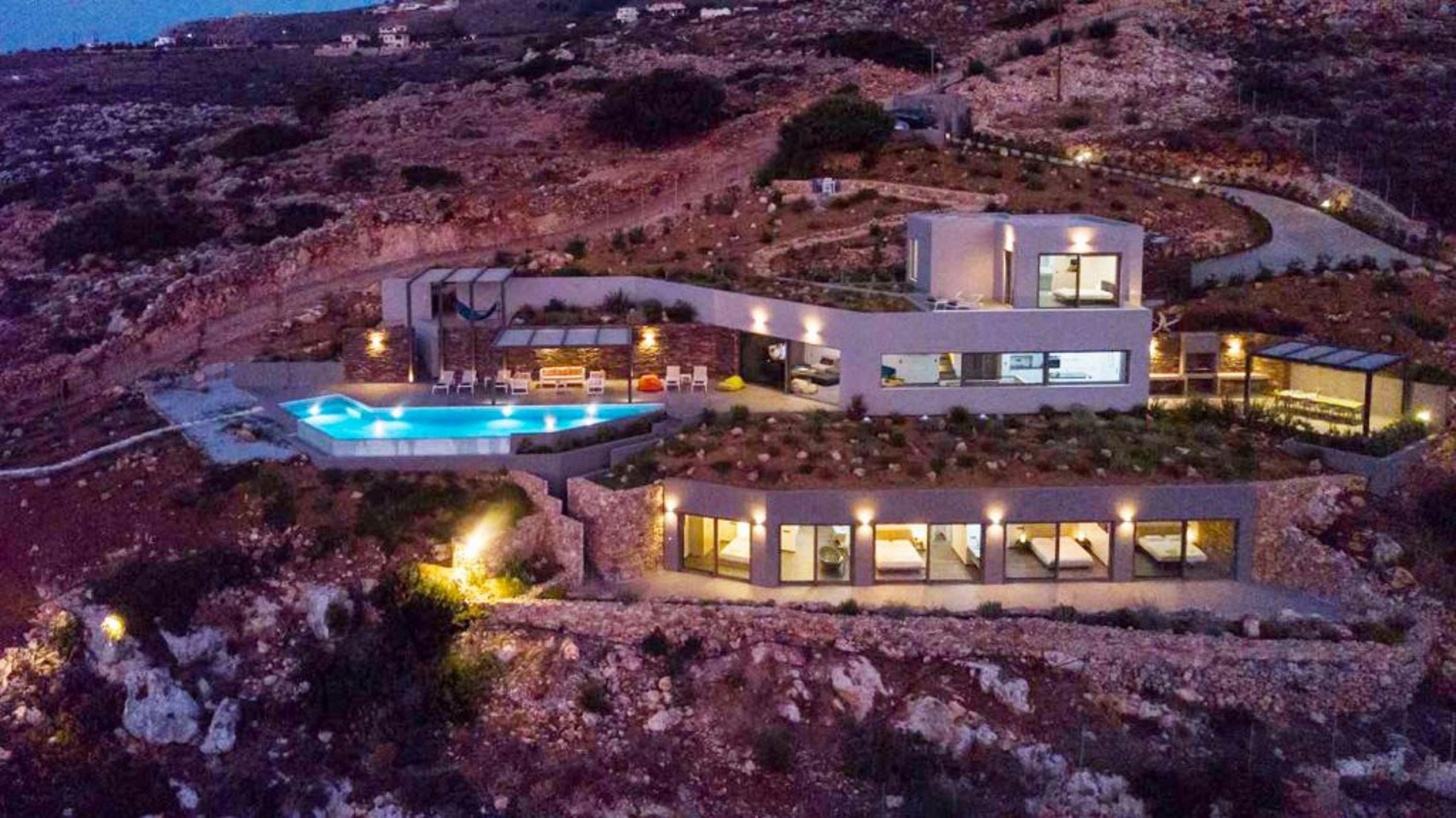 Κρήτη: Το παλάτι των 2.800.000 ευρώ! Μπαίνουμε στο εσωτερικό της εκθαμβωτικής βίλας των τριών επιπέδων (Φωτό)