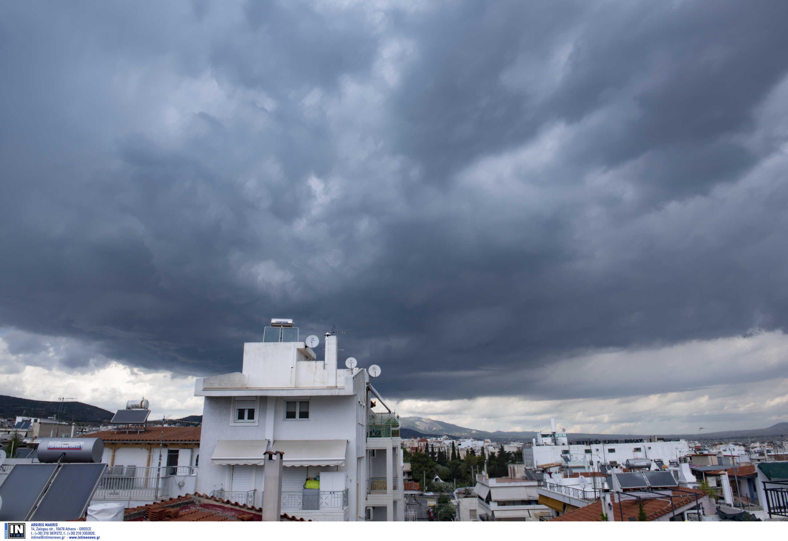 Καιρός αύριο: Κυριακή με βροχές και καταιγίδες – Μικρή πτώση της θερμοκρασίας