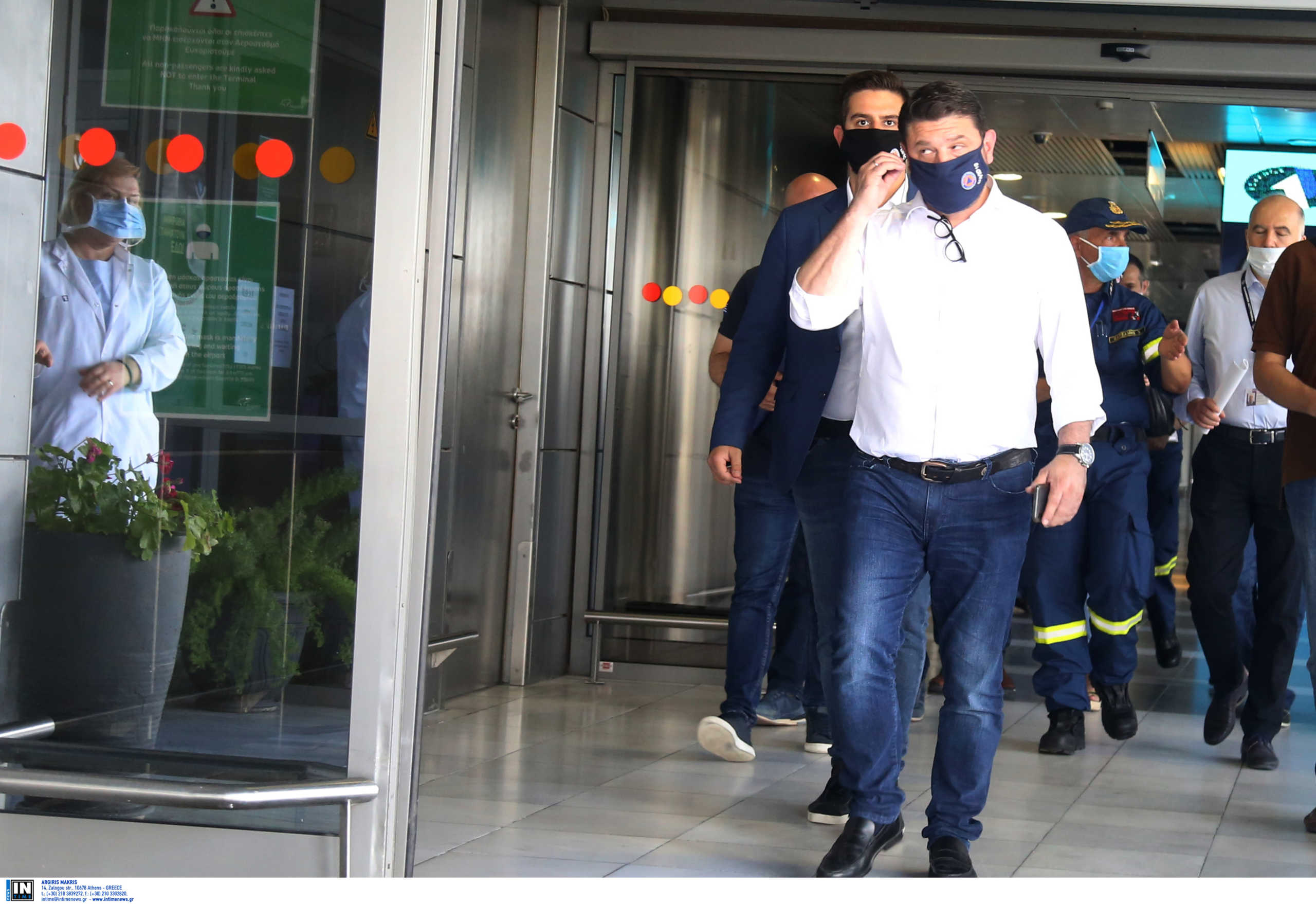 Θεσσαλονίκη: Με μάσκα ξανά ο Νίκος Χαρδαλιάς! Ο κορονοϊός και οι πρώτες πτήσεις από το εξωτερικό (Βίντεο)