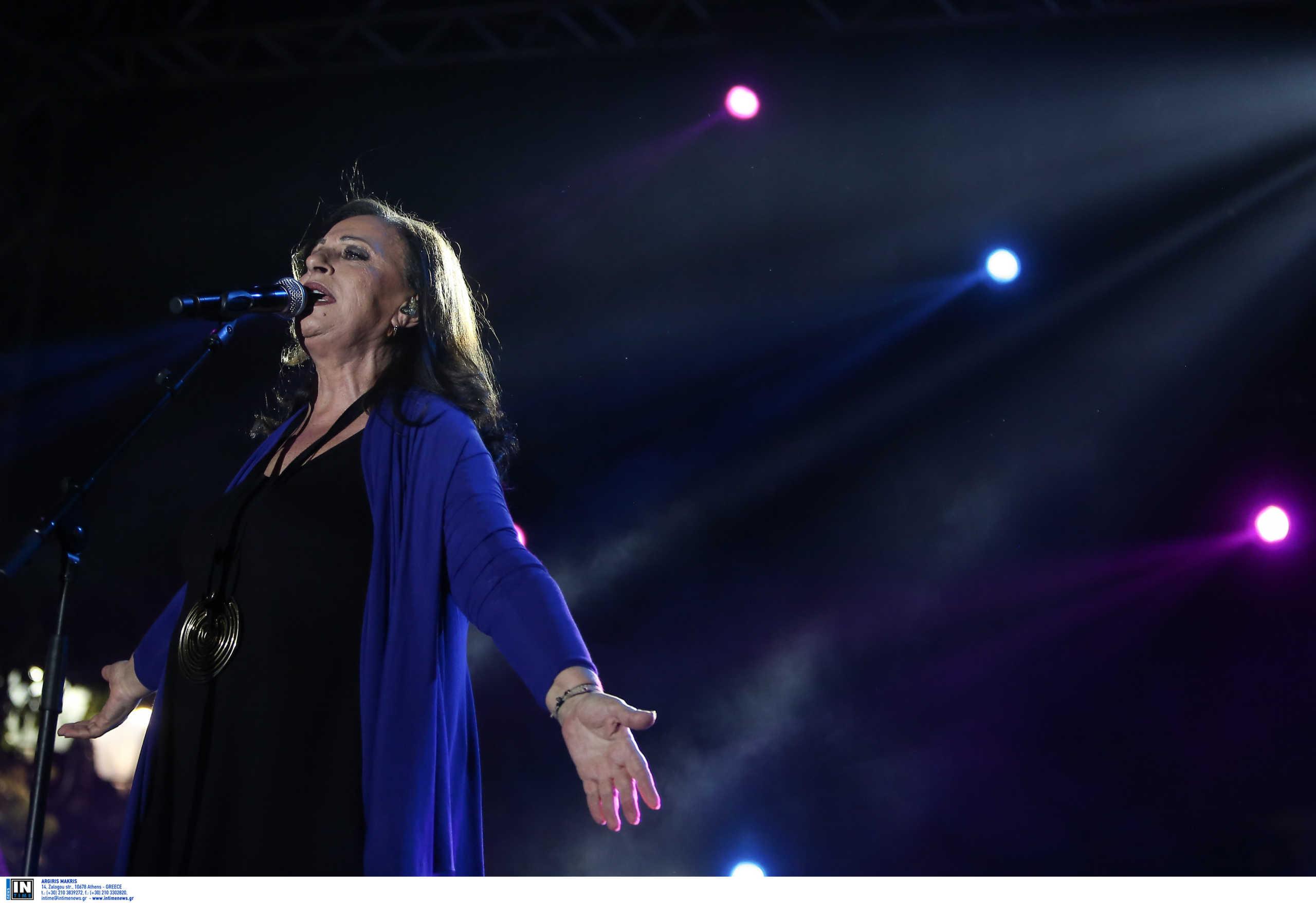 Ένα μεγάλο αντίο: Γιατί η Χάρις Αλεξίου εγκαταλείπει το τραγούδι - Το τέλος μιας εποχής