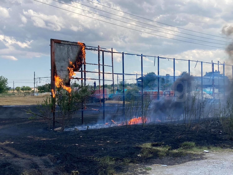 Λάρισα: Φωτιά κοντά στο γήπεδο της τοπικής ομάδας! Αυτοψία στο σημείο που επιχείρησαν πυροσβέστες (Φωτό)