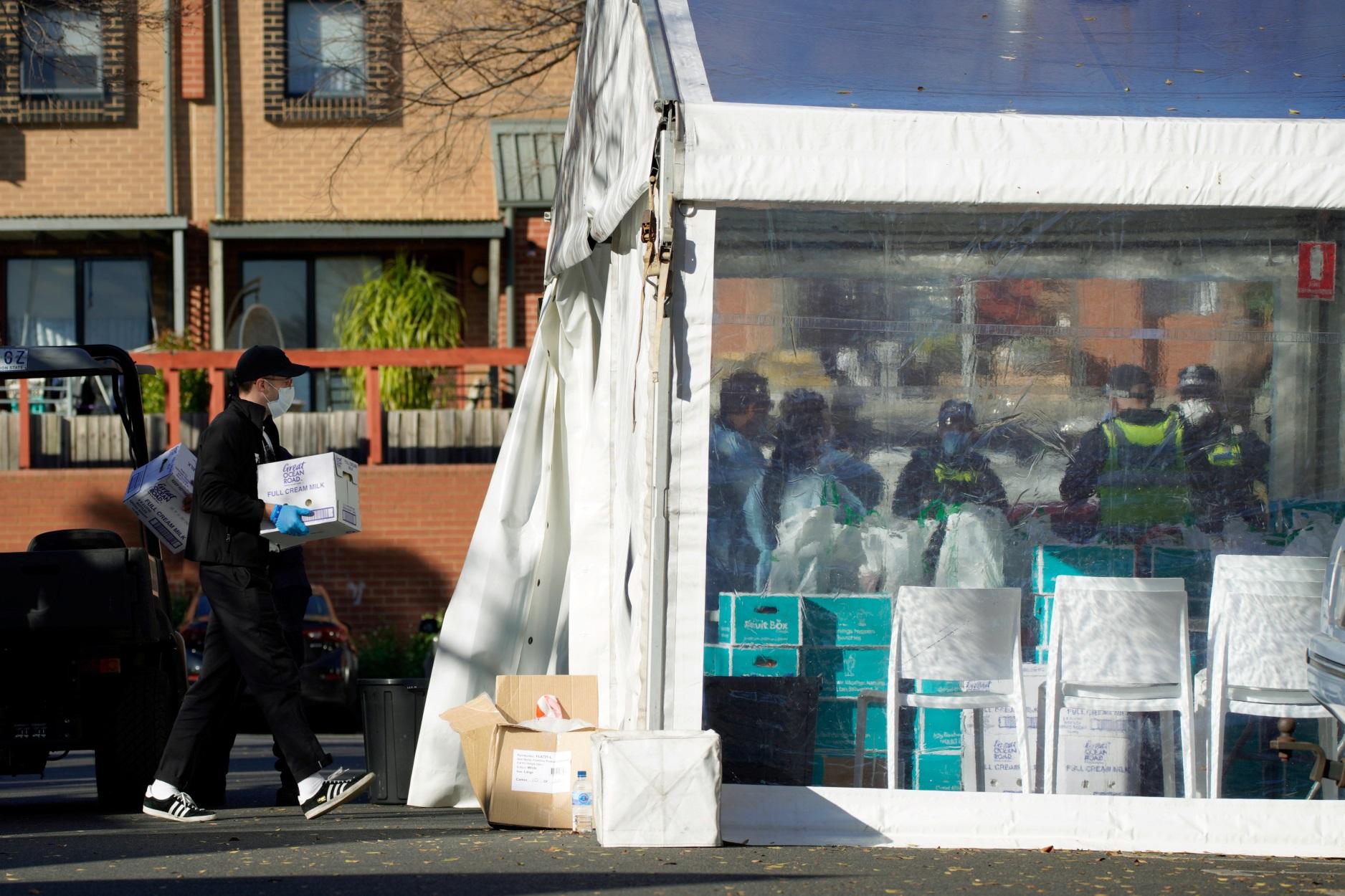 Μελβούρνη: Επιδρομές στα σούπερ μάρκετ – Νέα καραντίνα λόγω κορονοϊού