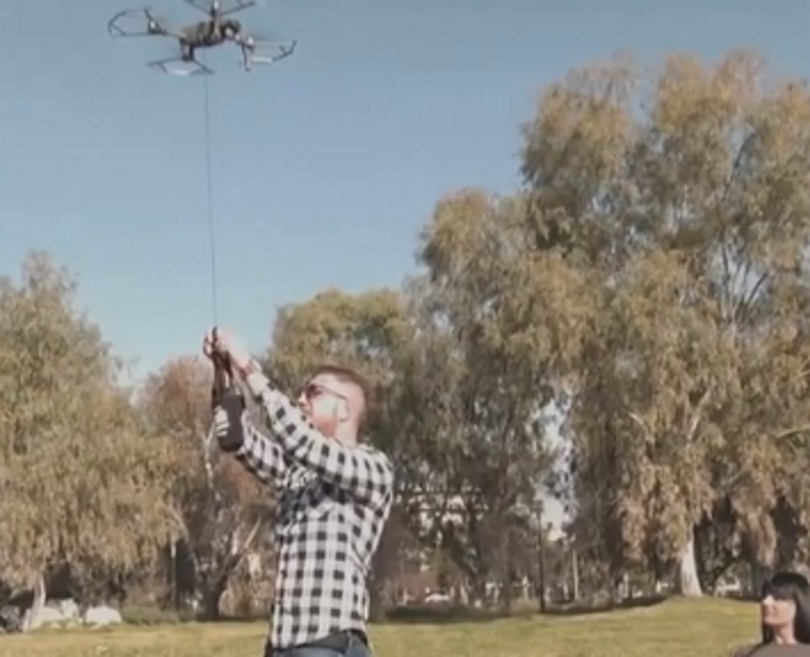 Πάτρα: Ο καφές που έρχεται με drone! Απίθανο… ντελίβερι που κεντρίζει τα βλέμματα (Βίντεο)