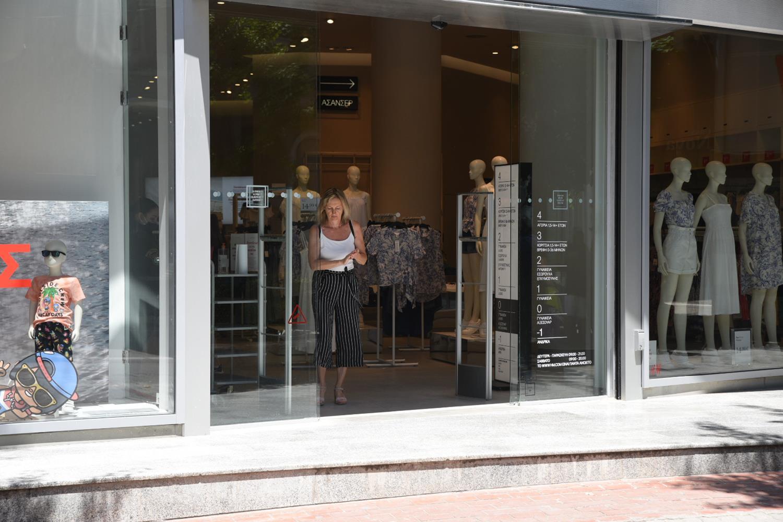 Λάρισα: Κυριακή με ανοιχτά καταστήματα αλλά χωρίς πελάτες! Ψήφισαν μαζικά παραλίες (Φωτό)
