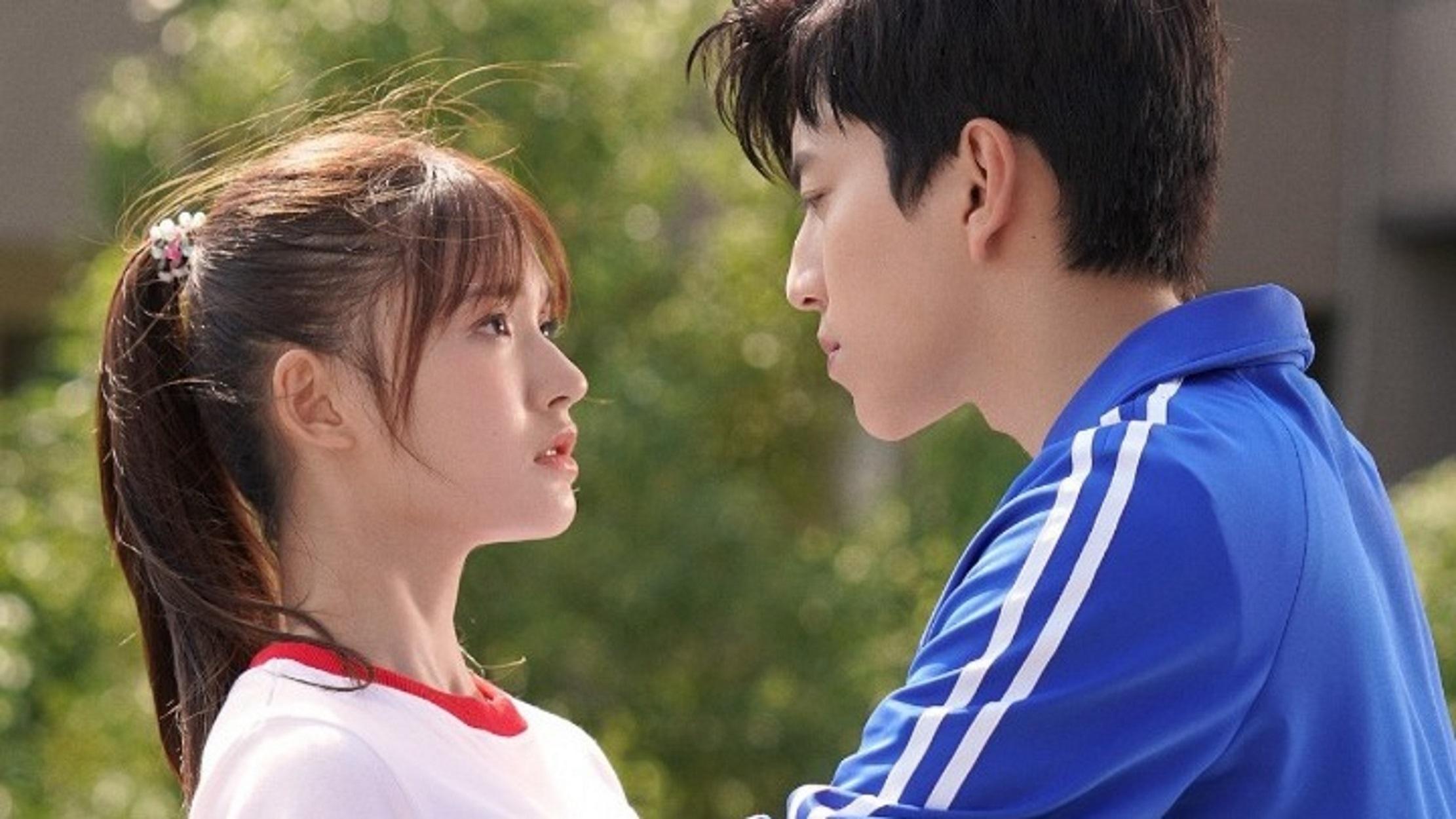 Τόκιο: Να φιλάτε μόνο τους συντρόφους σας παροτρύνουν οι ειδικοί
