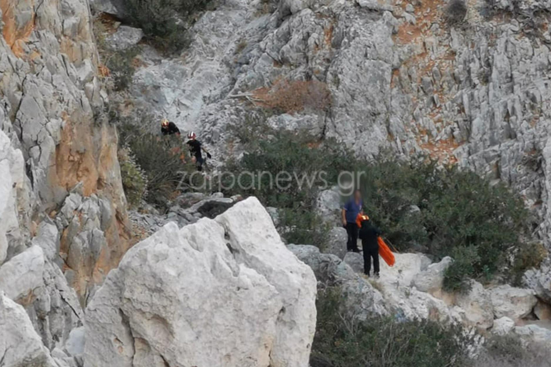 Συναγερμός στα Σεϊτάν Λιμάνια Χανίων: Τουρίστρια έπεσε στα βράχια (pics)