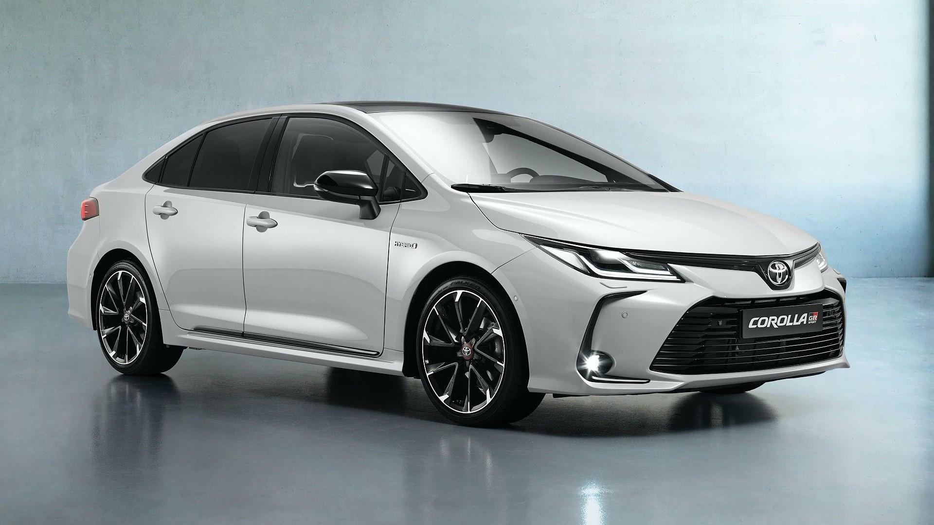 Toyota Corolla Sedan GR Sport με πιο δυναμική εμφάνιση
