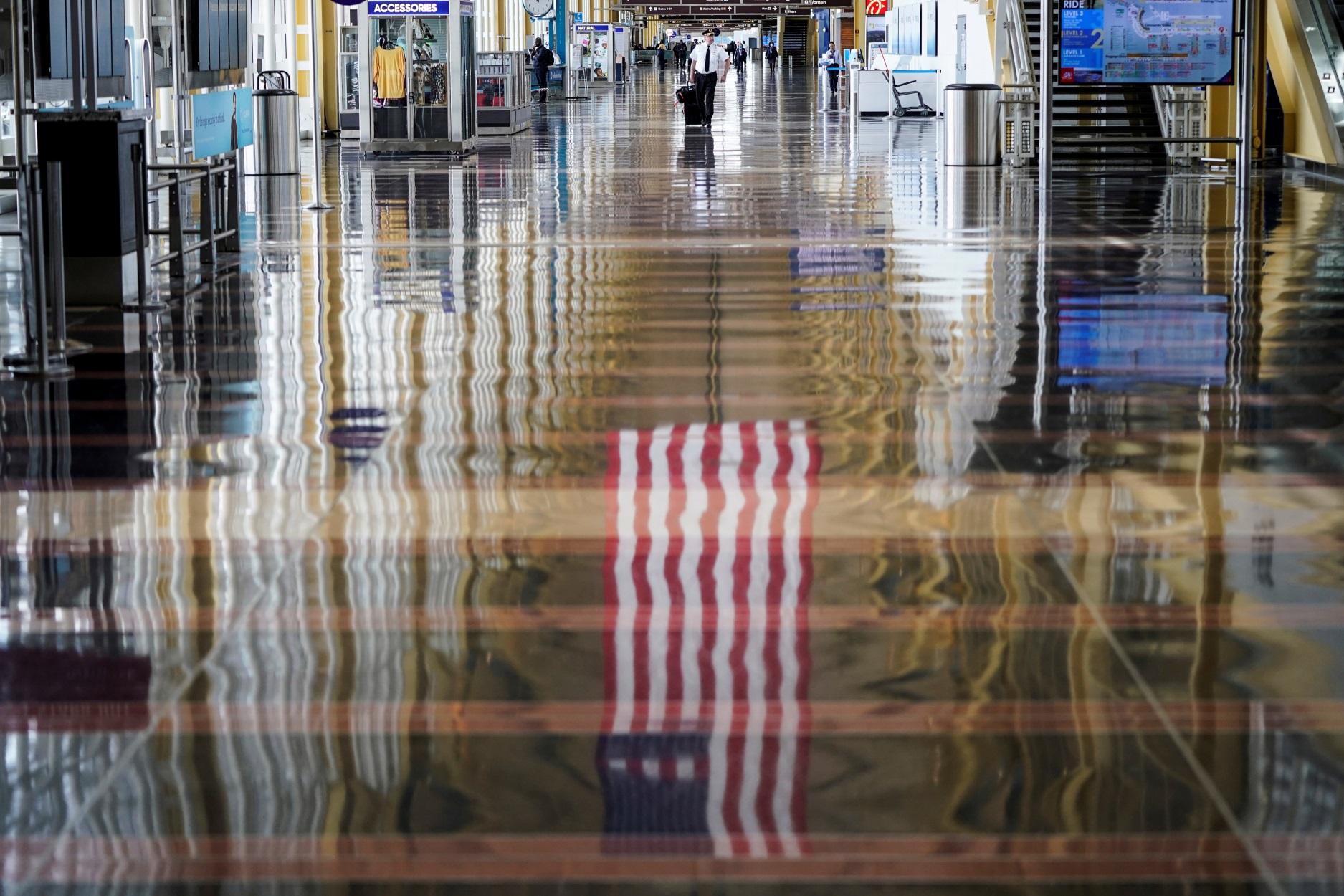"""""""Μαύρη"""" Πέμπτη για Emirates και United Airlines: Ανακοίνωσαν χιλιάδες απολύσεις (pics)"""