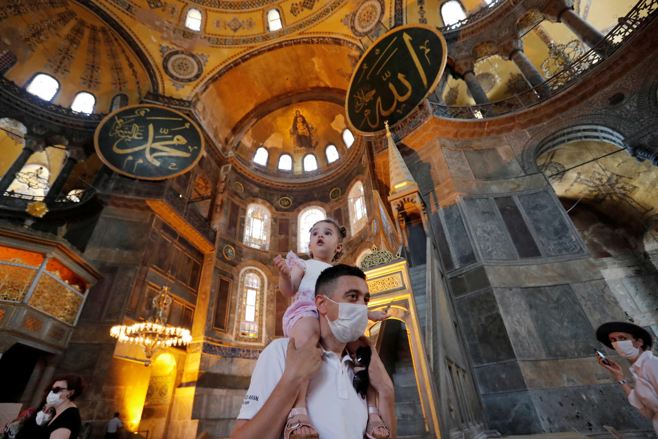 H Αγιά Σοφιά, ο Ερντογάν και το βιβλίο που χρησιμοποίησε ως όπλο για την μετατροπή της σε τζαμί