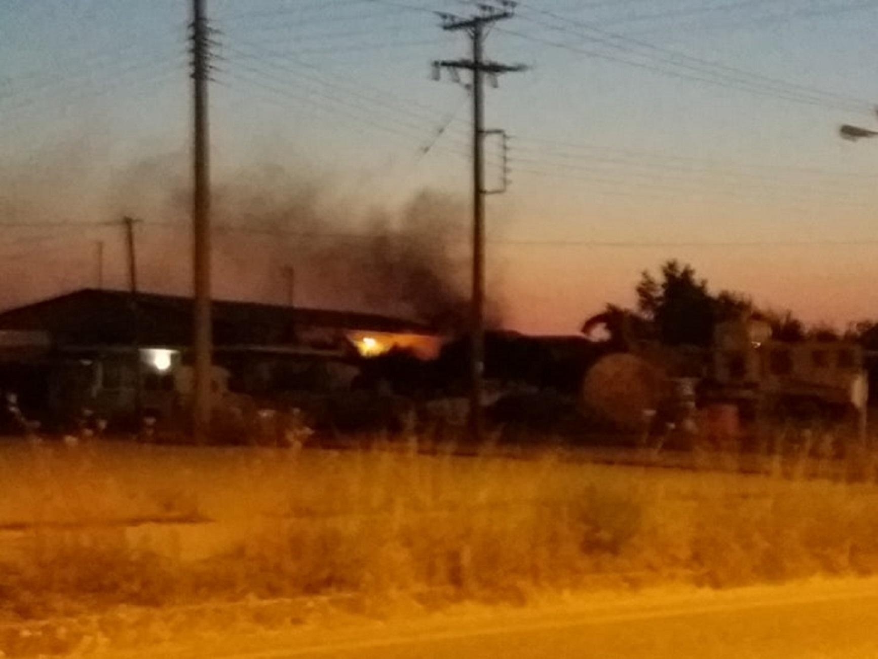 Αγρίνιο: Φωτιά σε παλιό εργοστάσιο ξυλείας (pics, video)