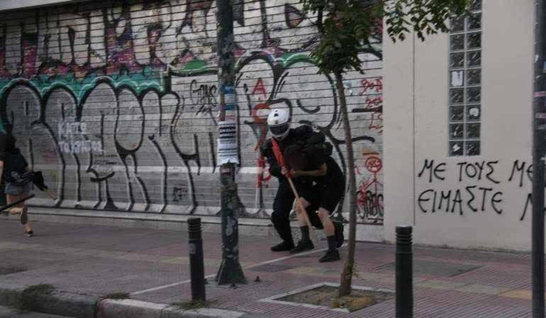 Τι αναφέρει η ΕΛΑΣ για τις 3 συλλήψεις και τα επεισόδια στην ΑΣΟΕΕ (pics)