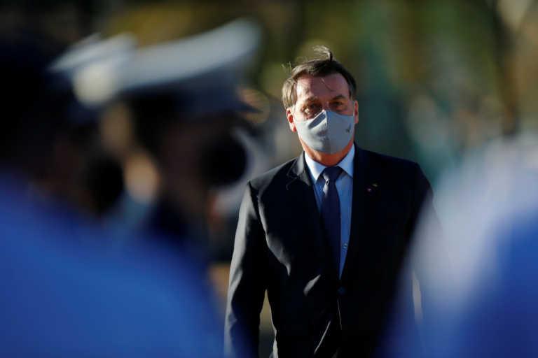 Βραζιλία: Ο Μπολσονάρο χαλαρώνει τον νόμο για τη μάσκα παρά τους χιλιάδες νεκρούς