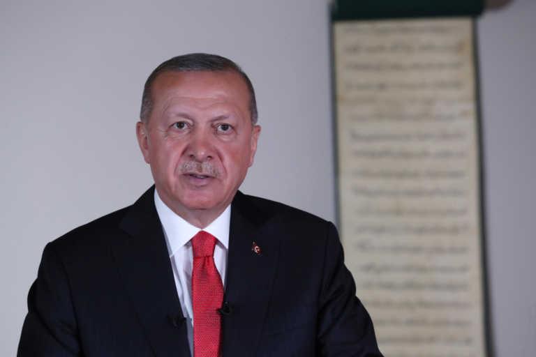 Τουρκία: Κατηγορούν τον Ερντογάν για πλαστό απολυτήριο Γυμνασίου