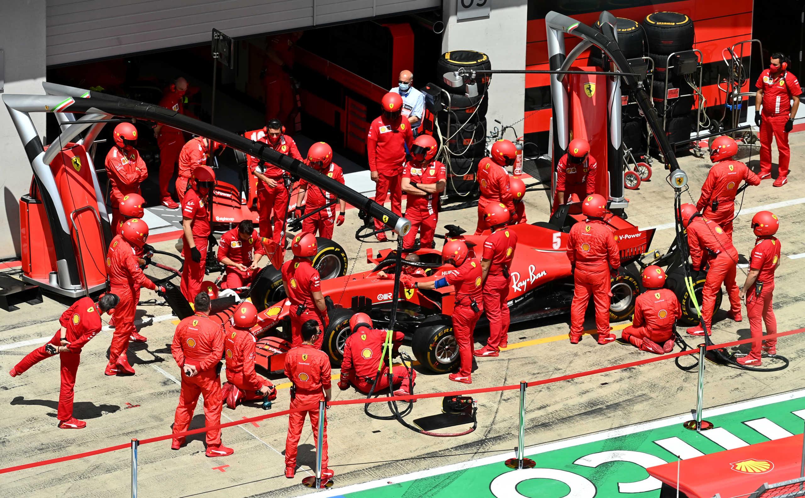 Formula 1: Απίστευτη γκάφα στη Ferrari! Τράκαραν μεταξύ τους Φέτελ και Λεκλέρκ (video)
