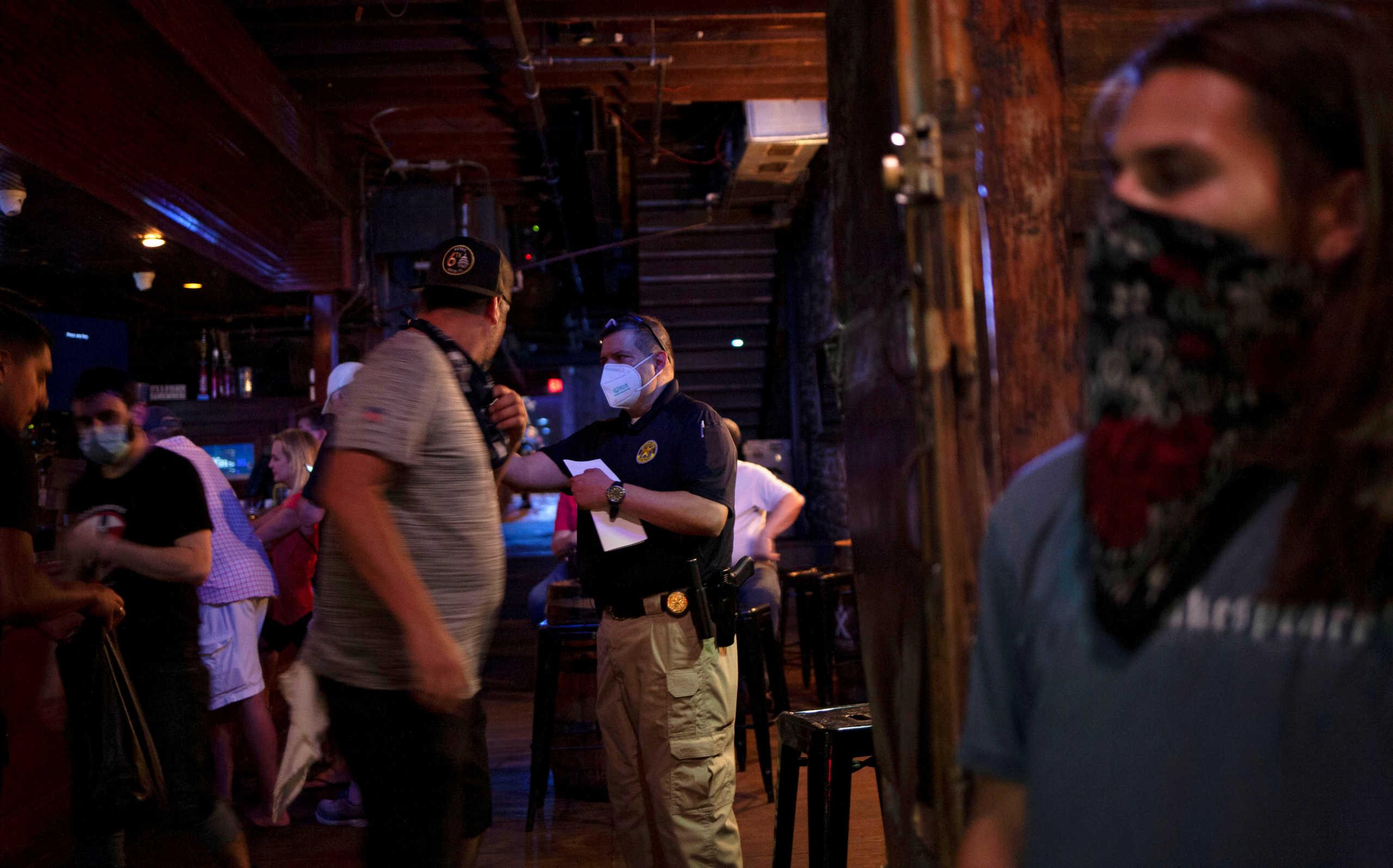 Εφιάλτης στις ΗΠΑ – Πάνω από 12.600 νέα κρούσματα κορονοϊού στη Φλόριντα