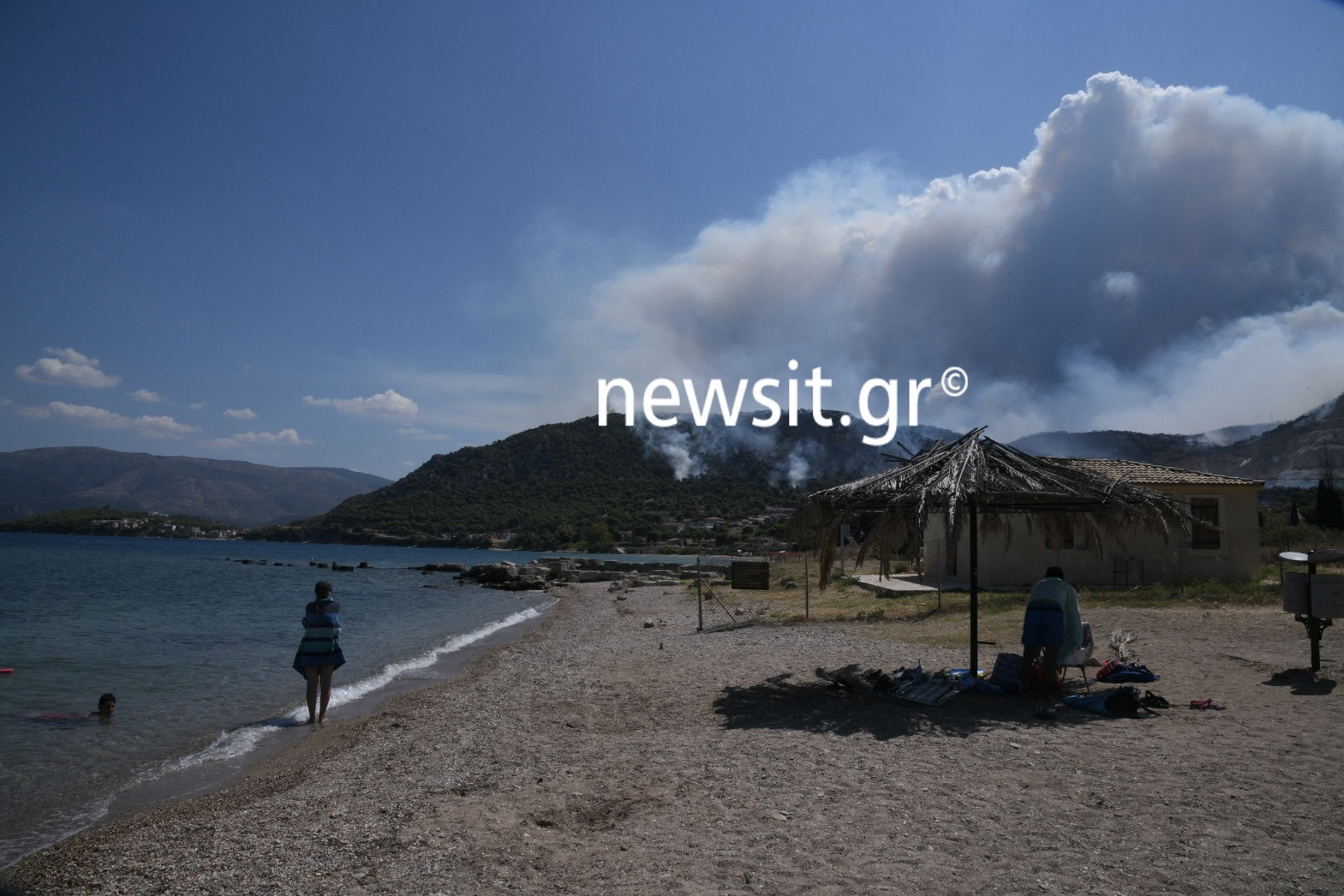 Φωτιά στις Κεχριές Κορινθίας – Απίστευτες εικόνες! Εκκενώθηκαν 3 οικισμοί και μια κατασκήνωση