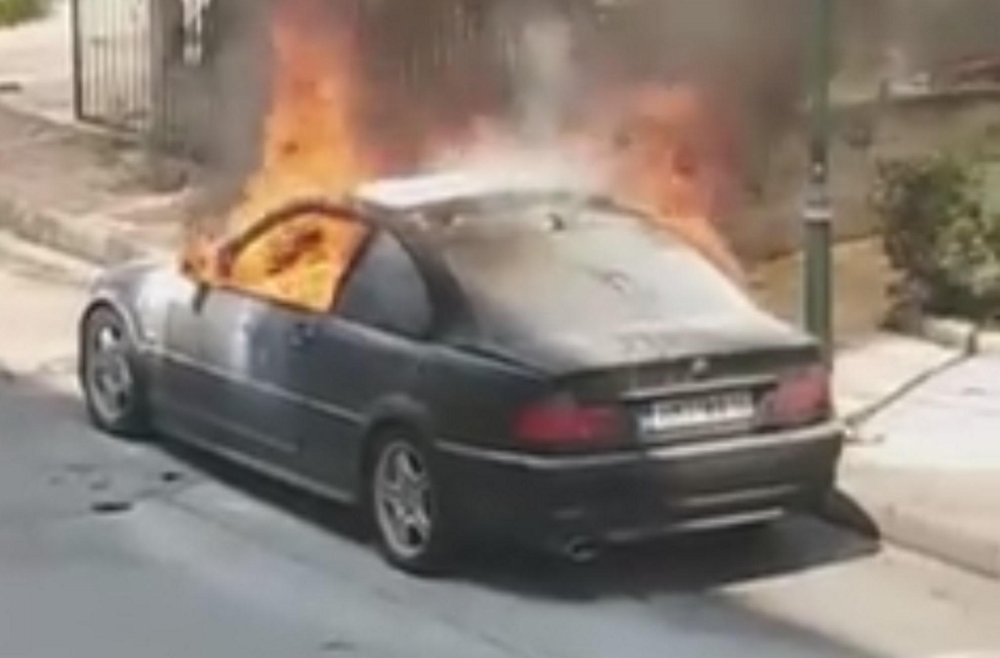 Θεσσαλονίκη: Η στιγμή που αυτοκίνητο τυλίγεται στις φλόγες – «Κομφούζιο» στην Περιφερειακή