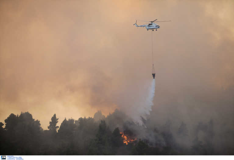 Φωτιά στις Κεχριές Κορινθίας: Εκκενώνεται κατασκήνωση