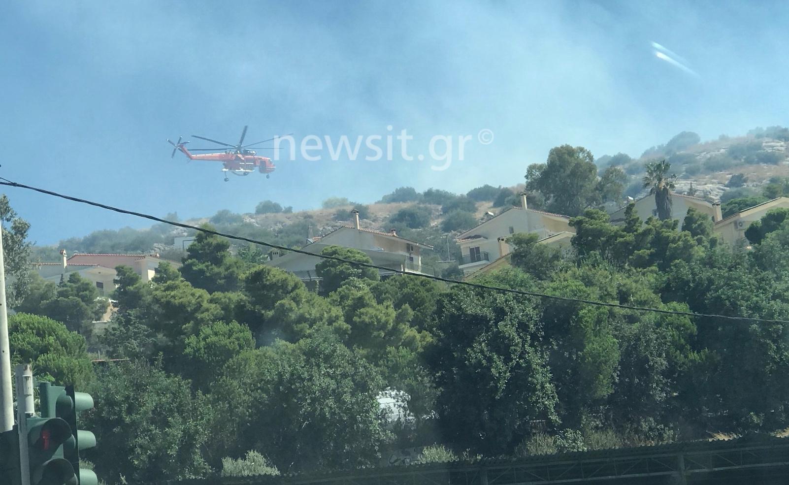 Φωτιά στη Βάρη – Εκκενώθηκαν τα παιδικά χωριά SOS κι ένα γηροκομείο