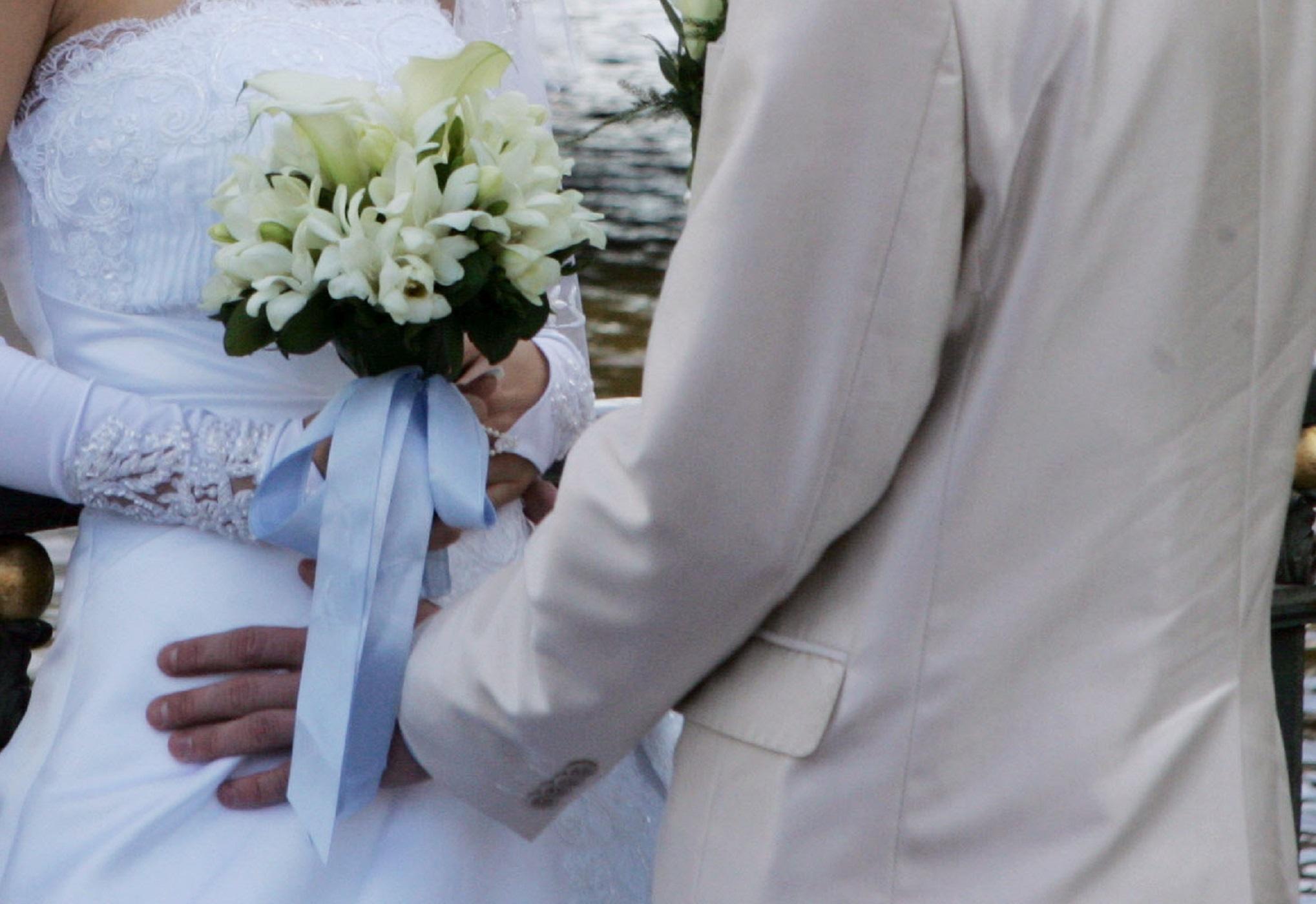 Κορονοϊός: Ζευγάρια ψάχνουν ημερομηνίες για το γάμο – Ρεζερβέ τα Σαββατοκύριακα του 2021
