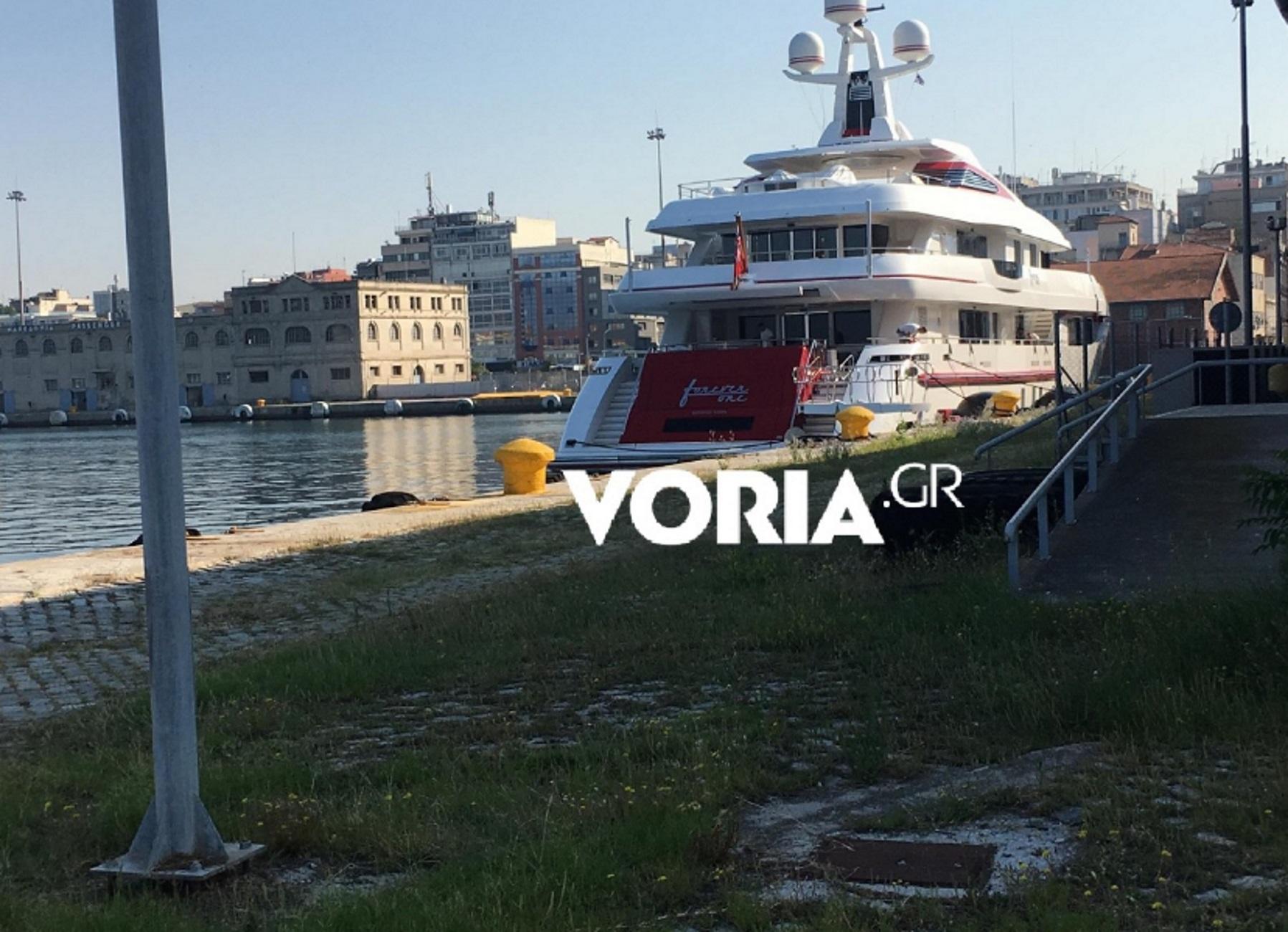 Θεσσαλονίκη: Δεσπόζει στο λιμάνι η ερυθρόλευκη θαλαμηγός του μεγιστάνα! Ποιος είναι ο  ιδιοκτήτης της (Φωτό)