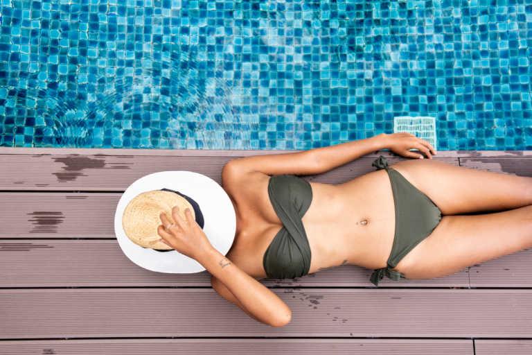 Κίνδυνοι υγείας αν κάθεστε με βρεγμένο μαγιό μετά την παραλία - Δείτε τι προκαλείται