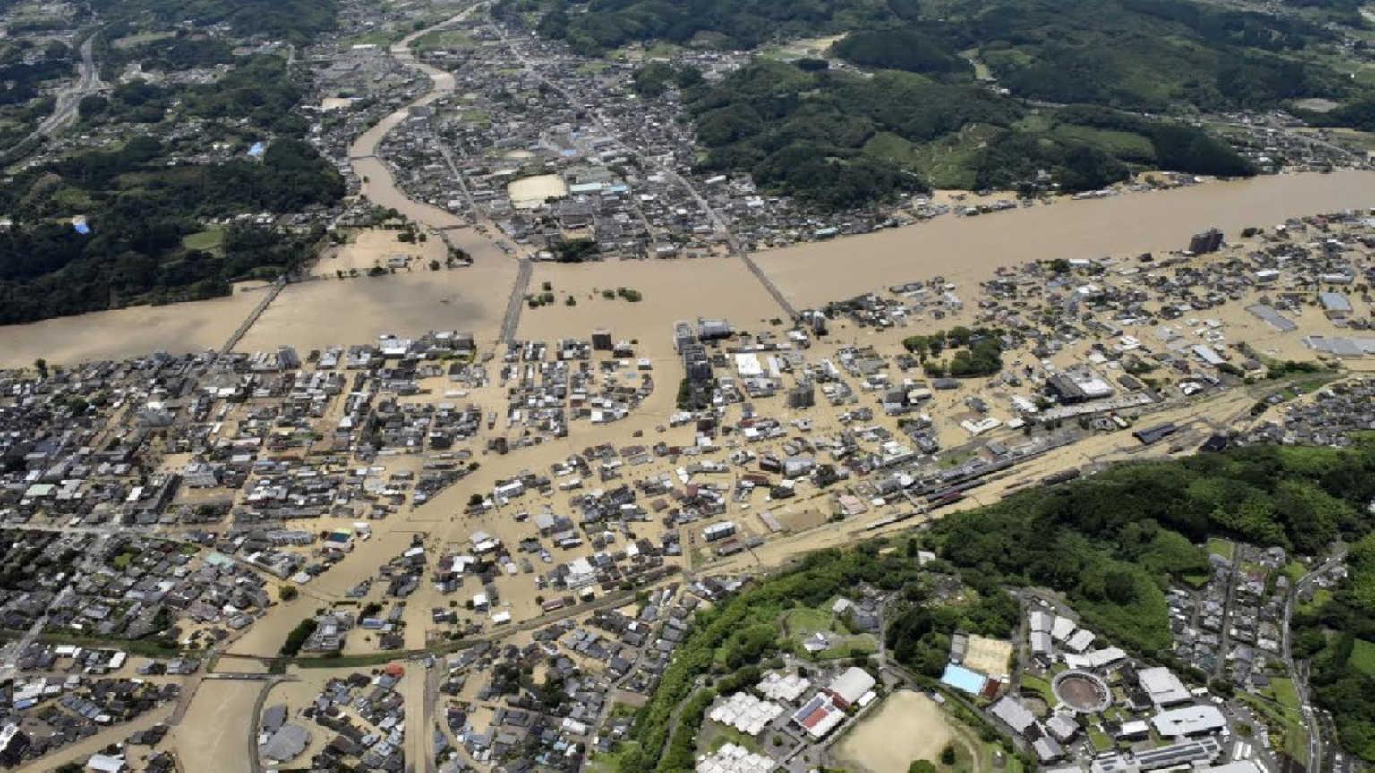 Πνίγηκε το Κιούσου στην Ιαπωνία, υπάρχουν δεκάδες νεκροί