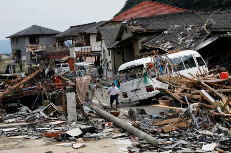 Δεκάδες νεκροί και αγνοούμενοι από πλημμύρες και κατολισθήσεις στην Ιαπωνία