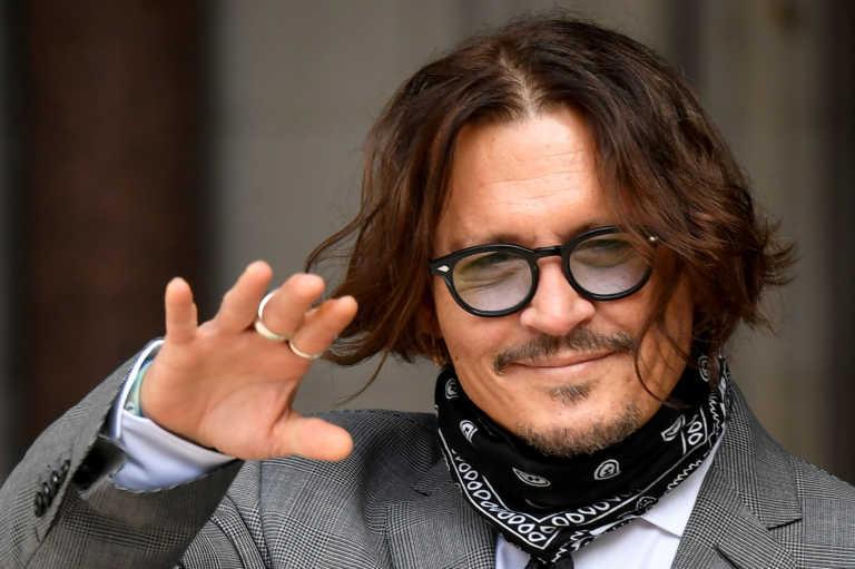 Ο οίκος Dior αρνήθηκε να εγκαταλείψει τον Τζόνι Ντεπ παρά τις δικαστικές αποφάσεις
