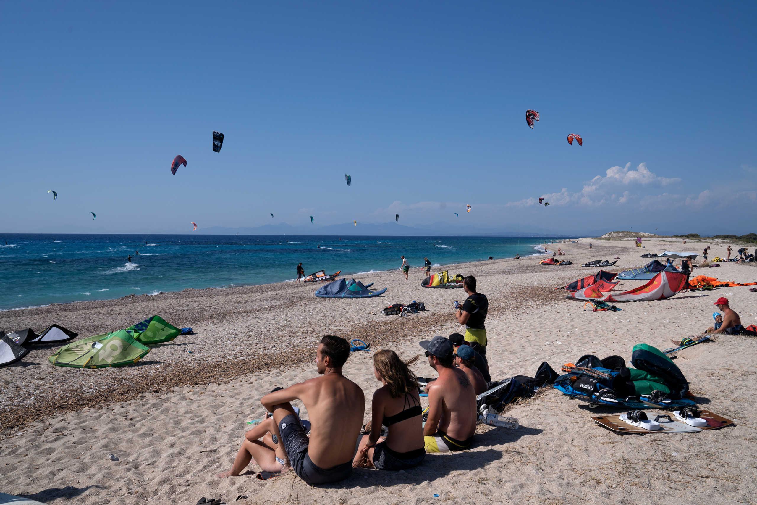 Καιρός σήμερα: Ζέστη με 36αρια και βοριάδες στο Αιγαίο