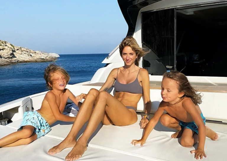 Σοφία Καρβέλα: Από την Νέα Υόρκη στην Ελλάδα για διακοπές με τους γιους της!