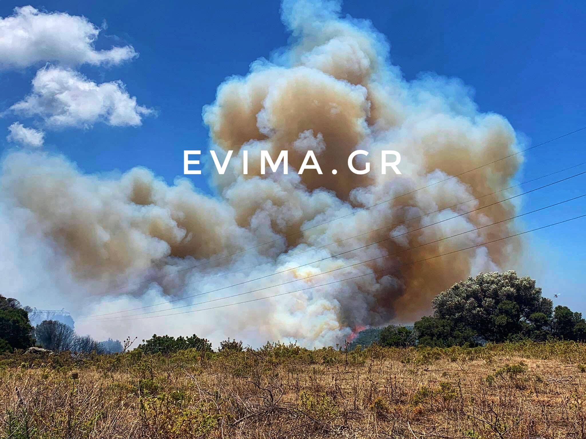 Κάρυστος: Οριοθετήθηκε η φωτιά – Υπεράνθρωπες προσπάθειες από τους πυροσβέστες
